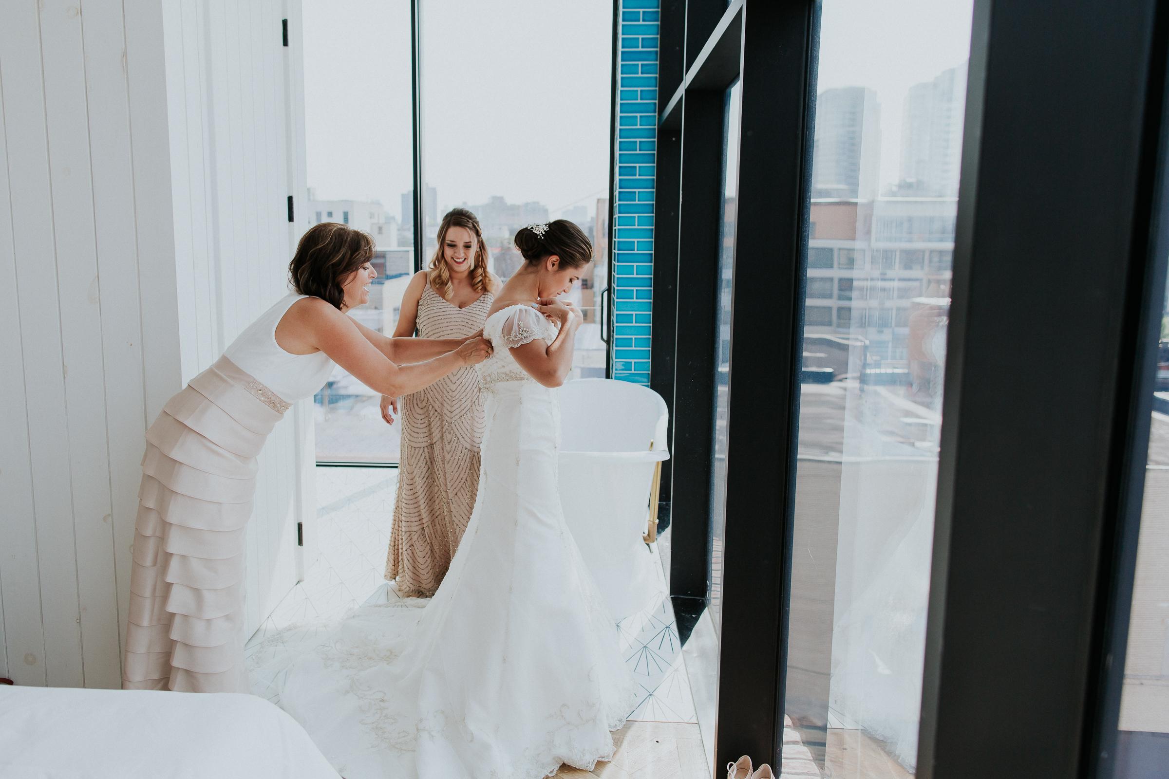 Brooklyn-Winery-NYC-Editorial-Documentary-Wedding-Photographer-Gina-Oli-10.jpg