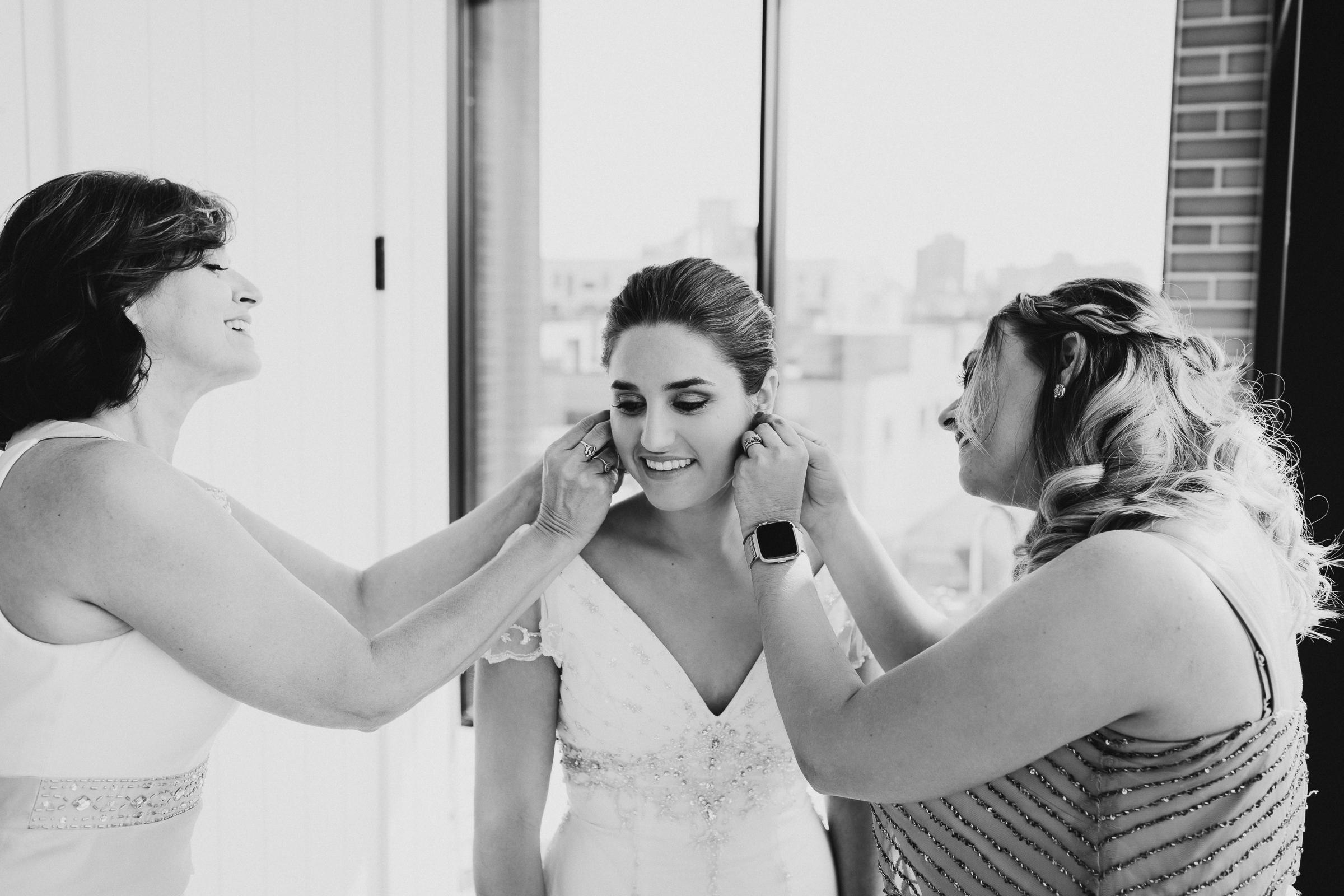 Brooklyn-Winery-NYC-Editorial-Documentary-Wedding-Photographer-Gina-Oli-12.jpg