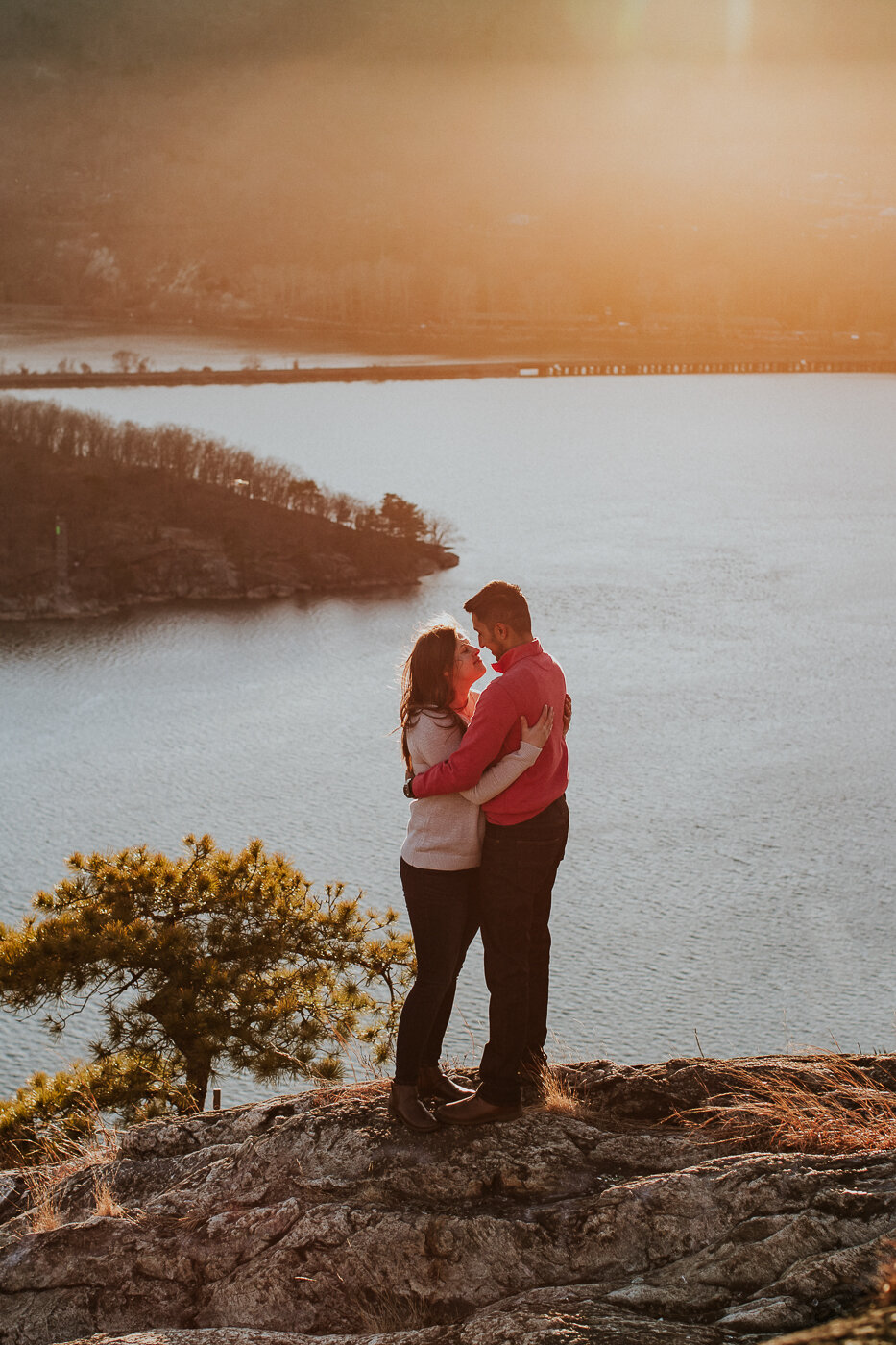 BearMountainStateParkEngagmentPhotos-40.jpg