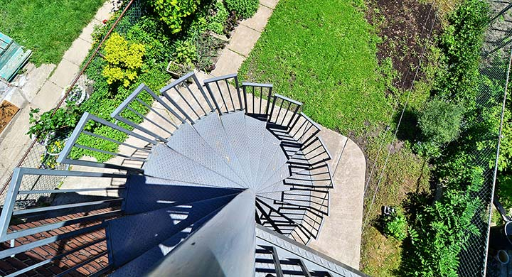 021-Staircase-Down-to-Yard.jpg