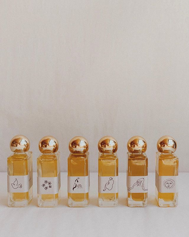 Anointing + Sample Vials are here ✨ to carry with you whenever, wherever. To anoint your energy centers + use as you wish! Also a nice way to commune with each oil before committing to one. May you enjoy these mini's as much as I do. 🕊 Available to take home in the webshop.