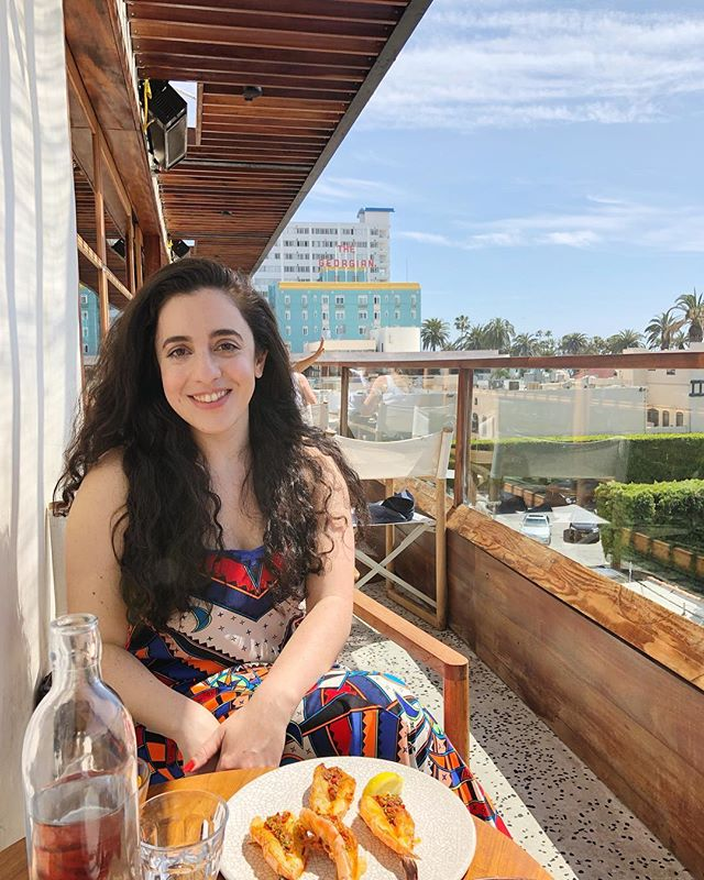 Right before a shrimp shucking disaster and getting a one arm sunburn 😂 Excited to be in LA for my bday, eating all the fresh California food and visiting good friends. #foodfitnessfreedom