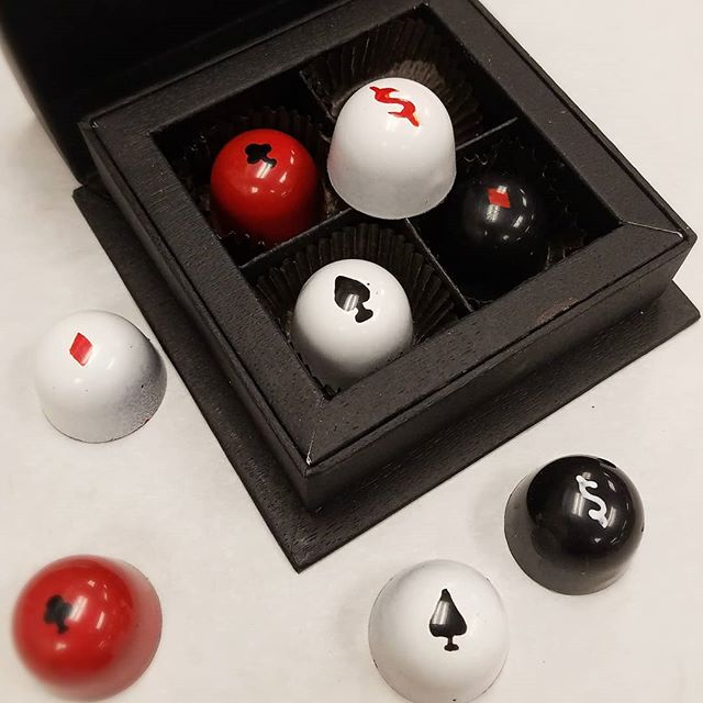 When everything's coming up aces!! #rollthedice #easymoney #gamblinglife #pokerface  #chocolate #custom #bonbons #gift  #groomsgift #barmitzvah #brides #grooms #couples #wedding #partyfavor