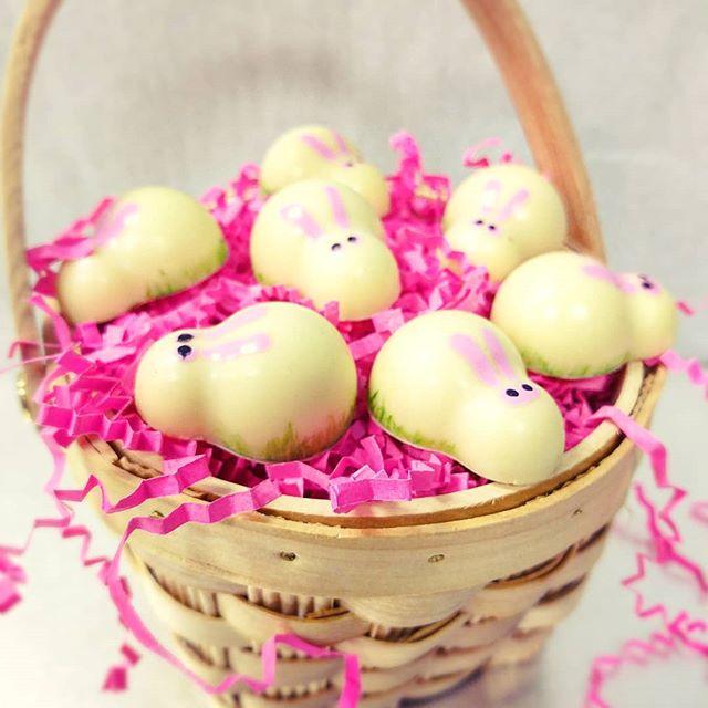 White chocolate bunnies filled with lemon ganache! 🐰 #Easter #Bunny  #sweet #chocolaholic #chocolateaddict#dessetporn #nyc #dailyfoodfeed #yahoofeed#eastcoastfoodies #nycfat #eeeeeats#devourpower #foodbeast #eatupnewyork#foodbeast #foodgasm#thedailybite #onthetable #eatgood #forkyeah #pastrychef #tasty#f52grams #ediblemanhattan #nyceats
