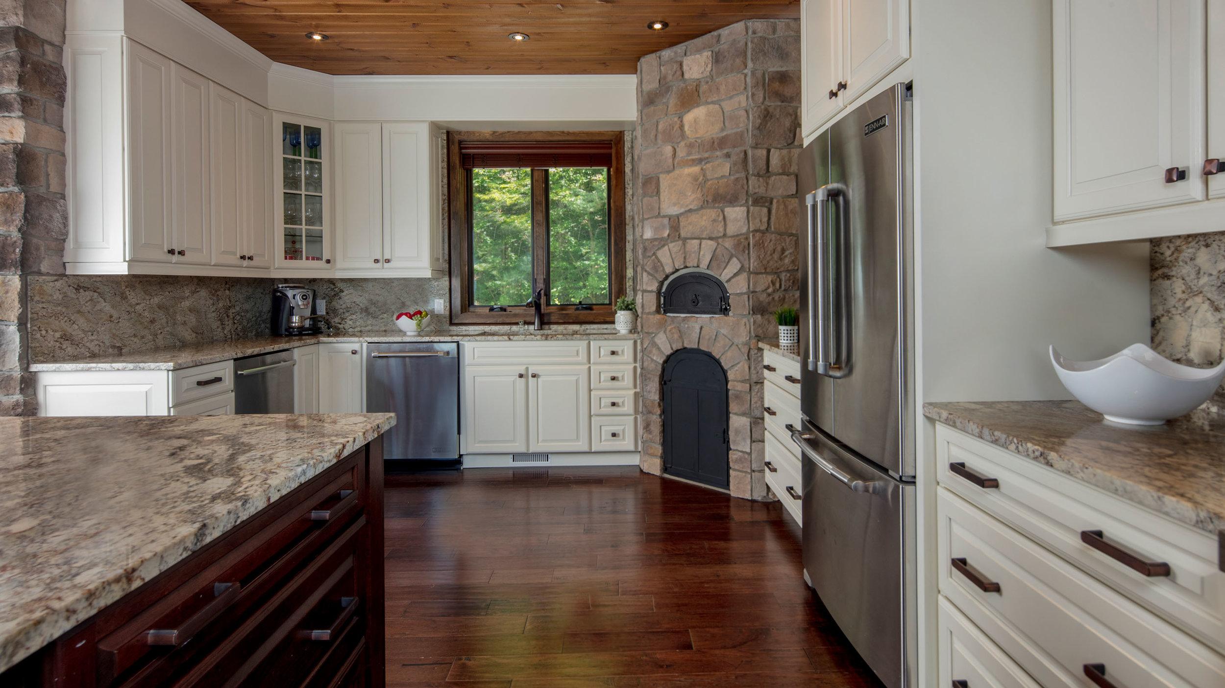 Bills_0013_Kitchen 2.jpg