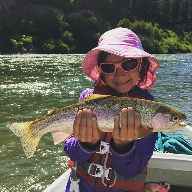 When your dad used to be a #fishingguide you have the upper hand on the rainbows and the sun protection. Thanks for the 📸 @jigjigidy #takekidsfishing #getoutandplay #idahome