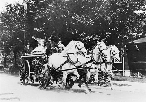 Horse+Drawn+Fire+Wagon+1913+FSDM2.jpg