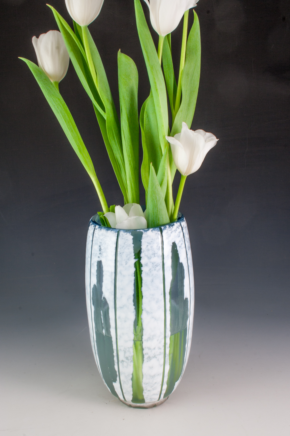 carved barrel vase in blue & white