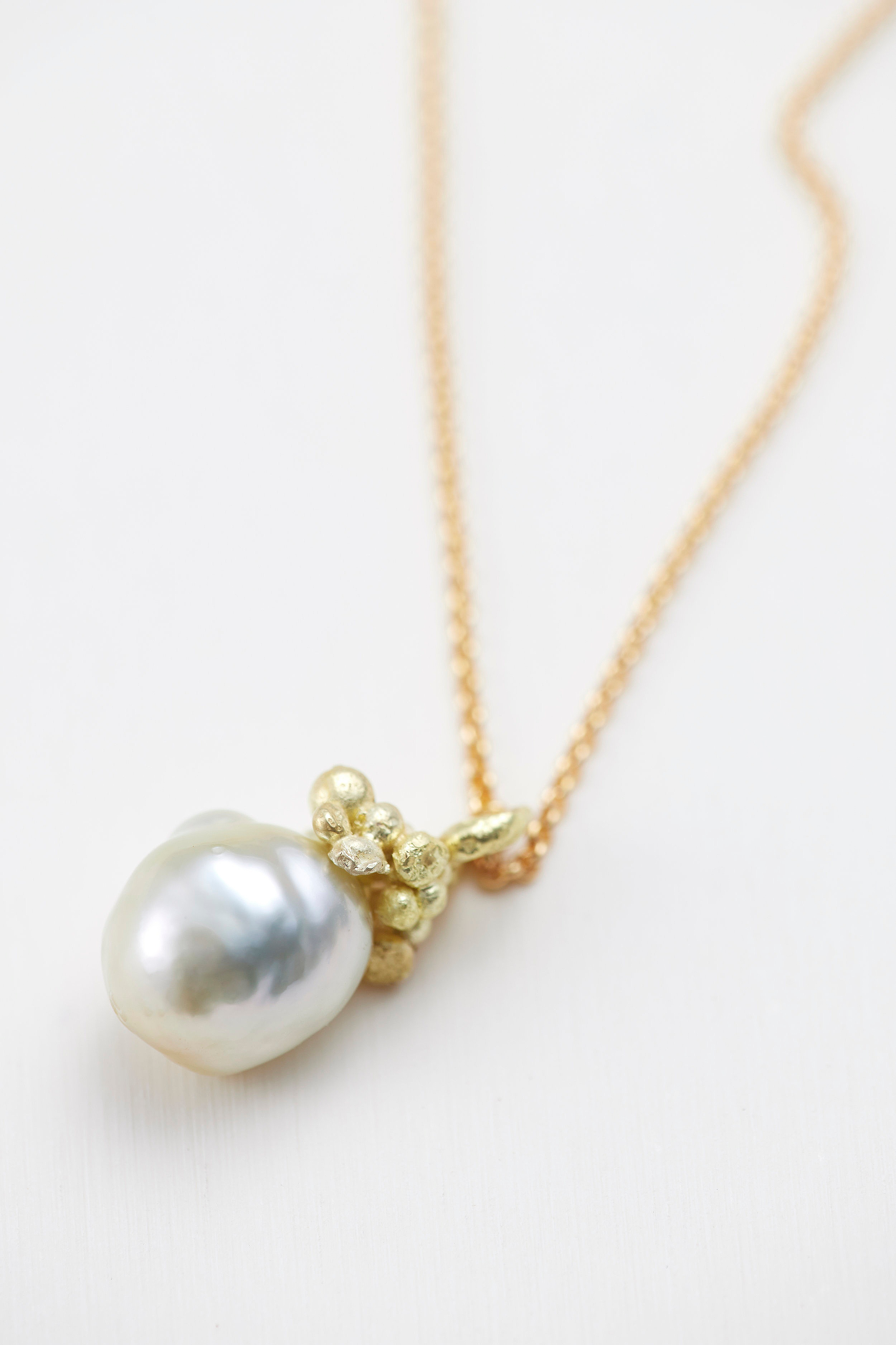 Gold South sea pearl pendant. 18ct gold -P300205