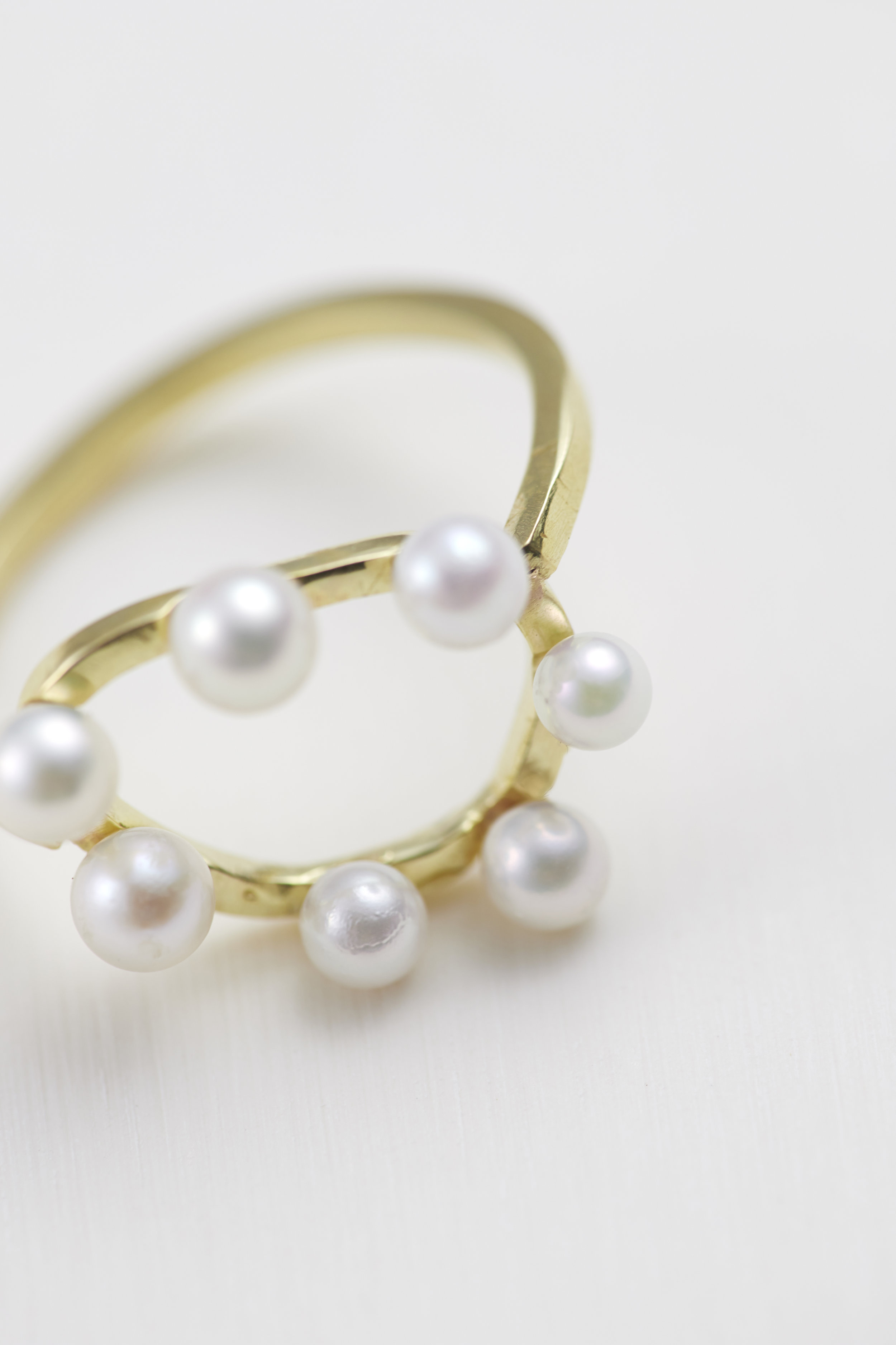 Akoya pearl ring doughnut. 18ct gold -R300110