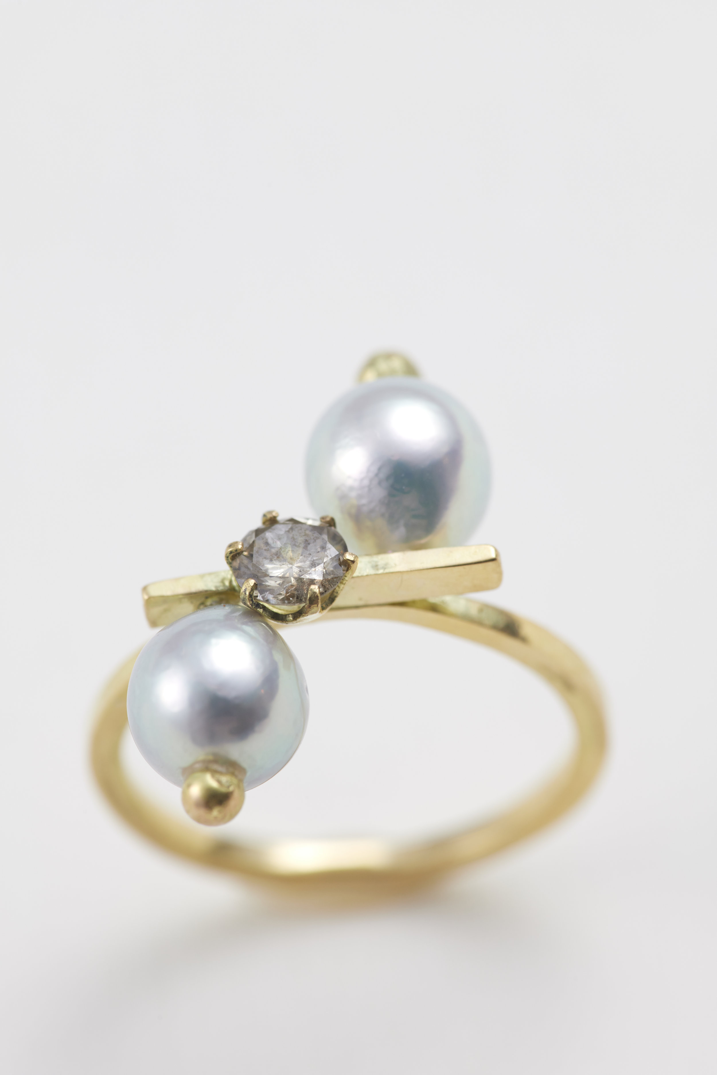 Dual pearls Natural Akoya pearl. 18ct gold -R300112