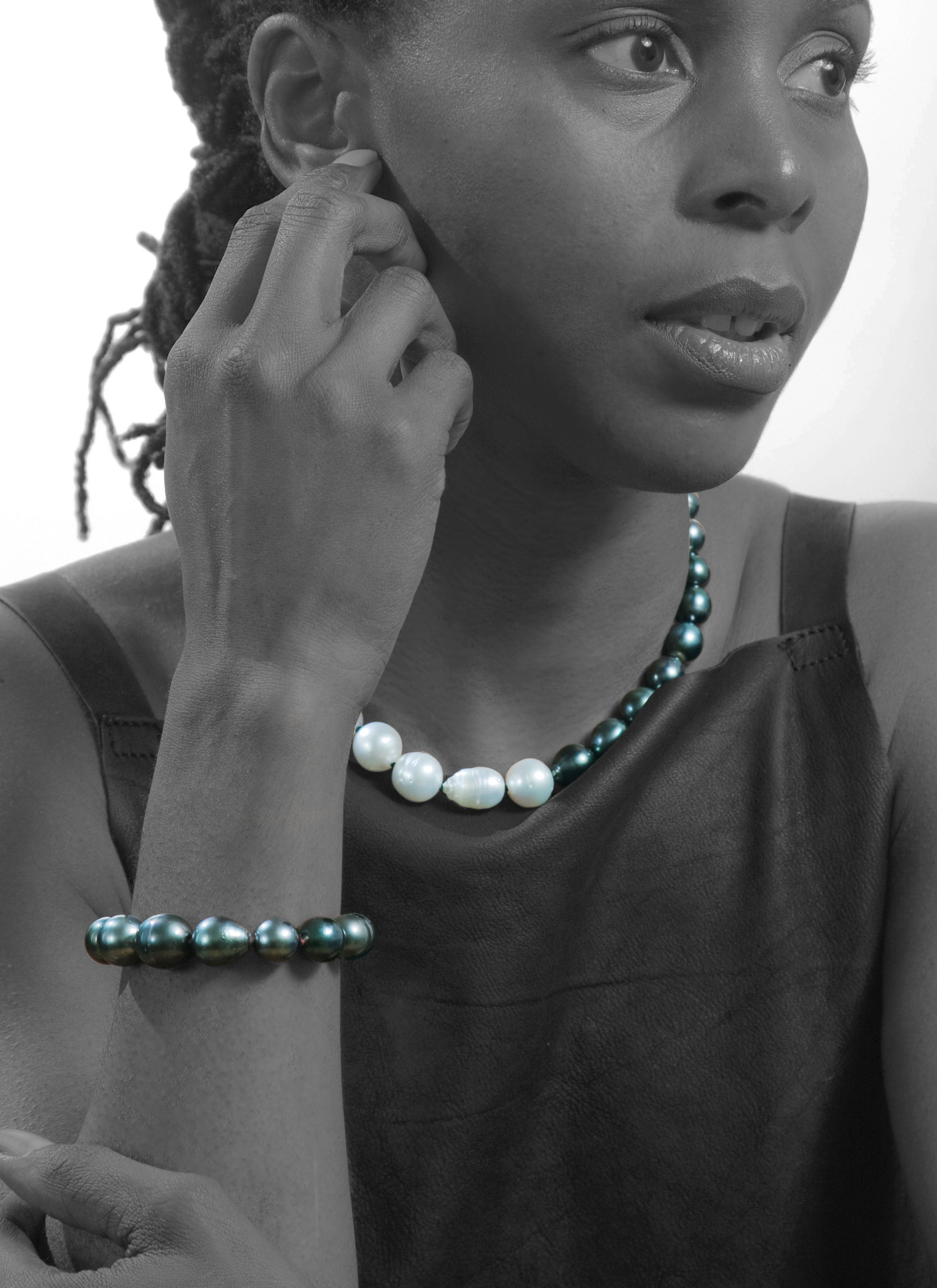 South sea multi coloured necklace. 18ct gold -N300151  Tahitian pearl bracelet (red). 18ct gold -B300111