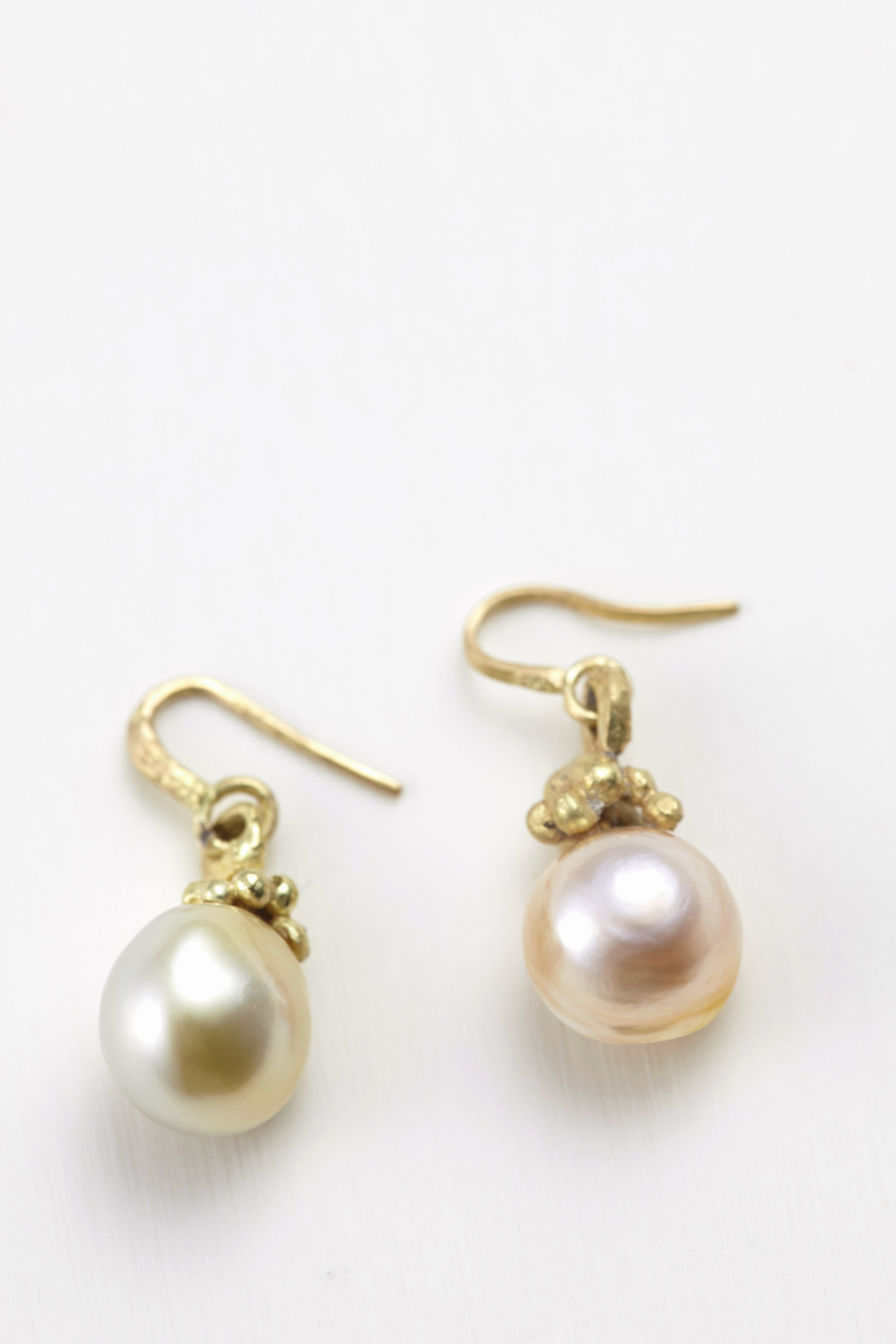 Baroque South sea pearl earrings/ gold, 18ct gold -E300126