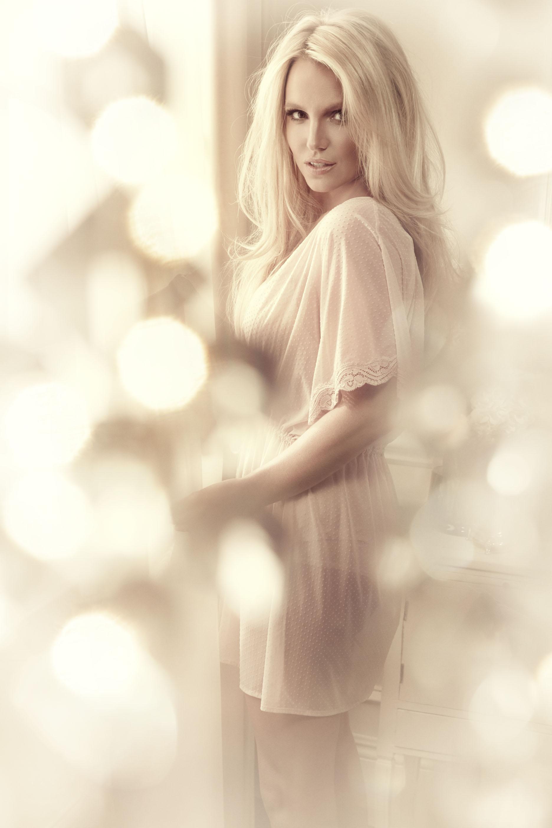 Britney-LingerieSpring-7.jpg