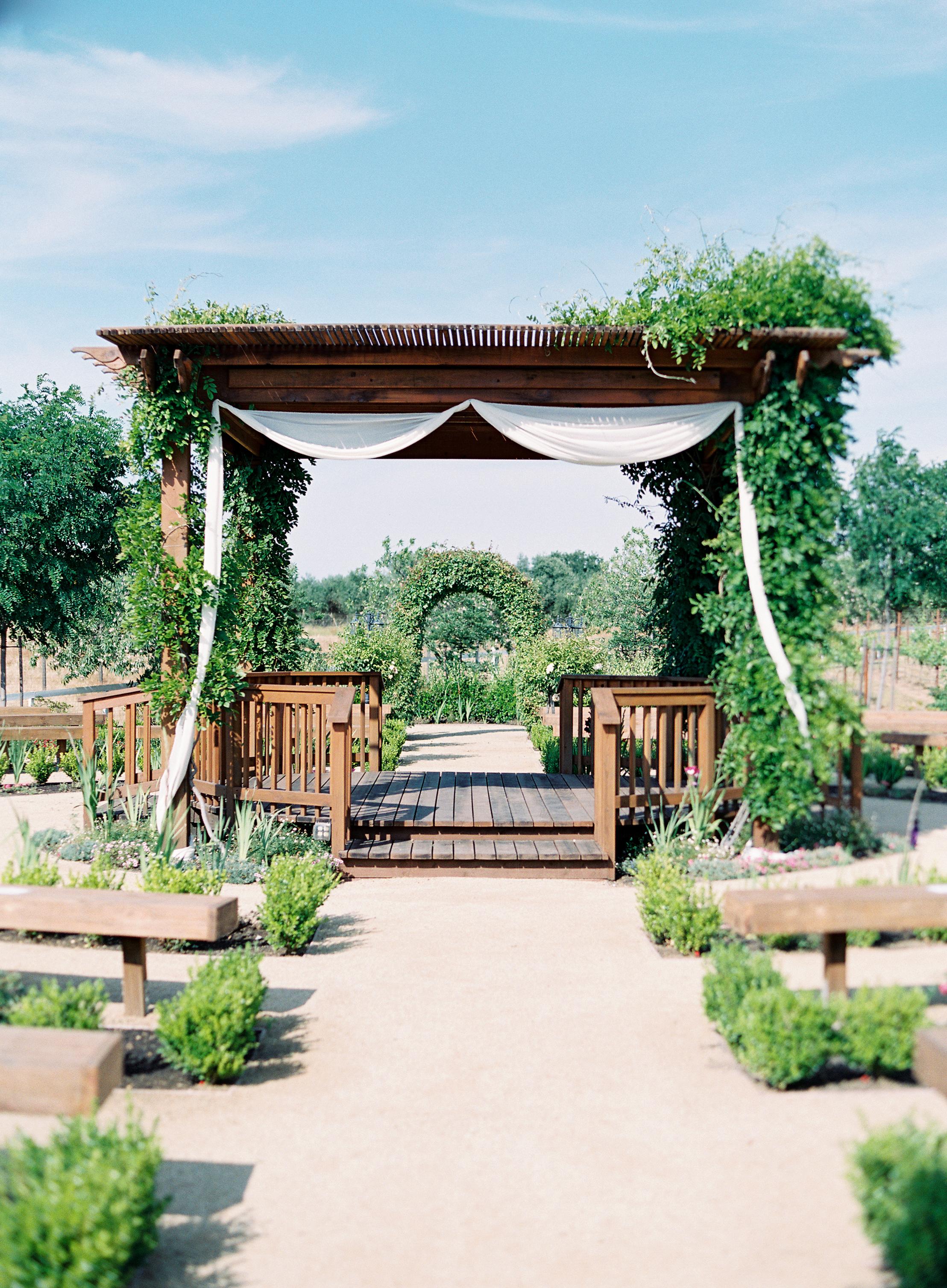 wolfe-heights-event-center-sacramento-wedding