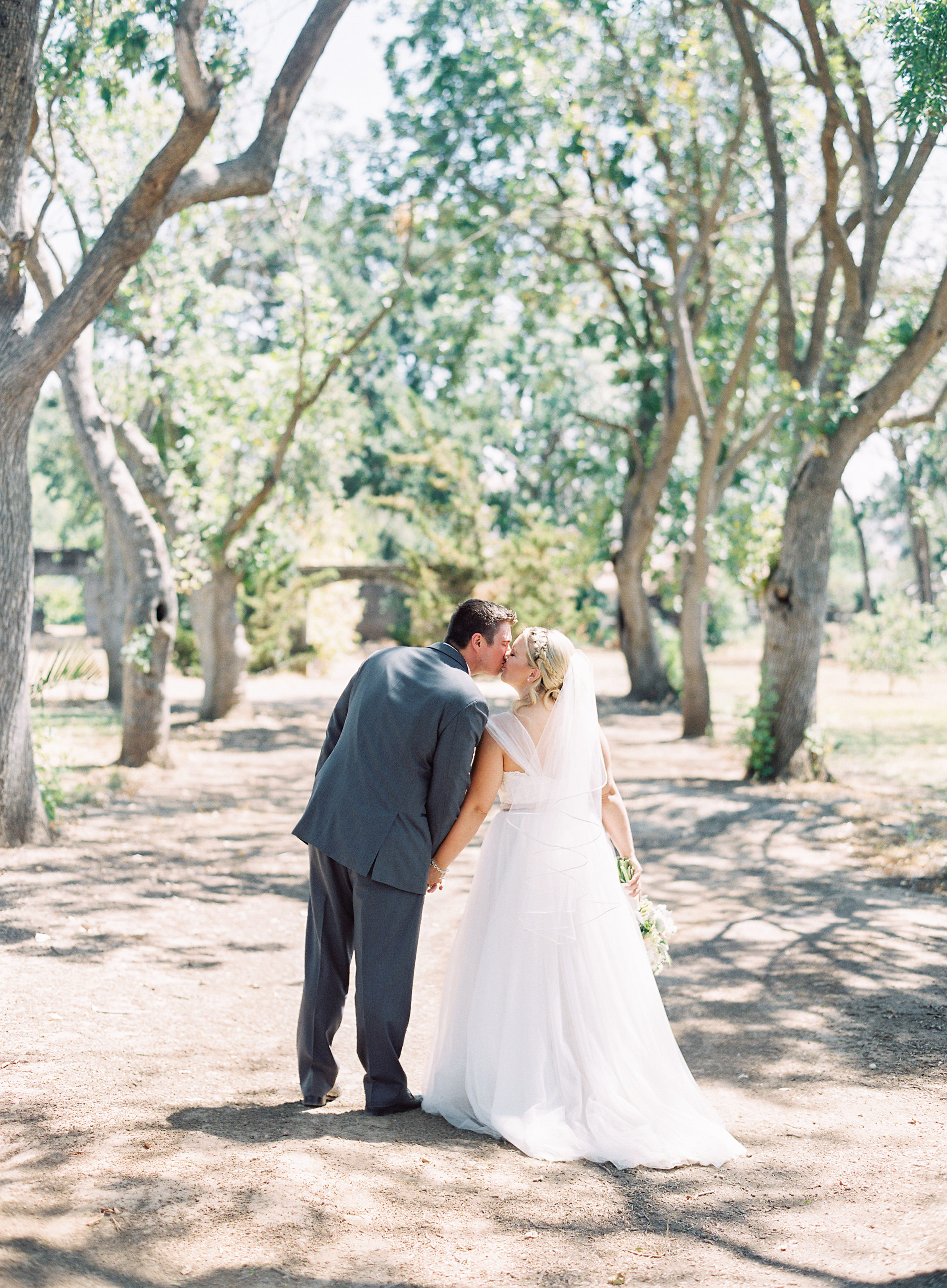southern-inspired-wedding-at-ravenswood-historic-site-016.jpg