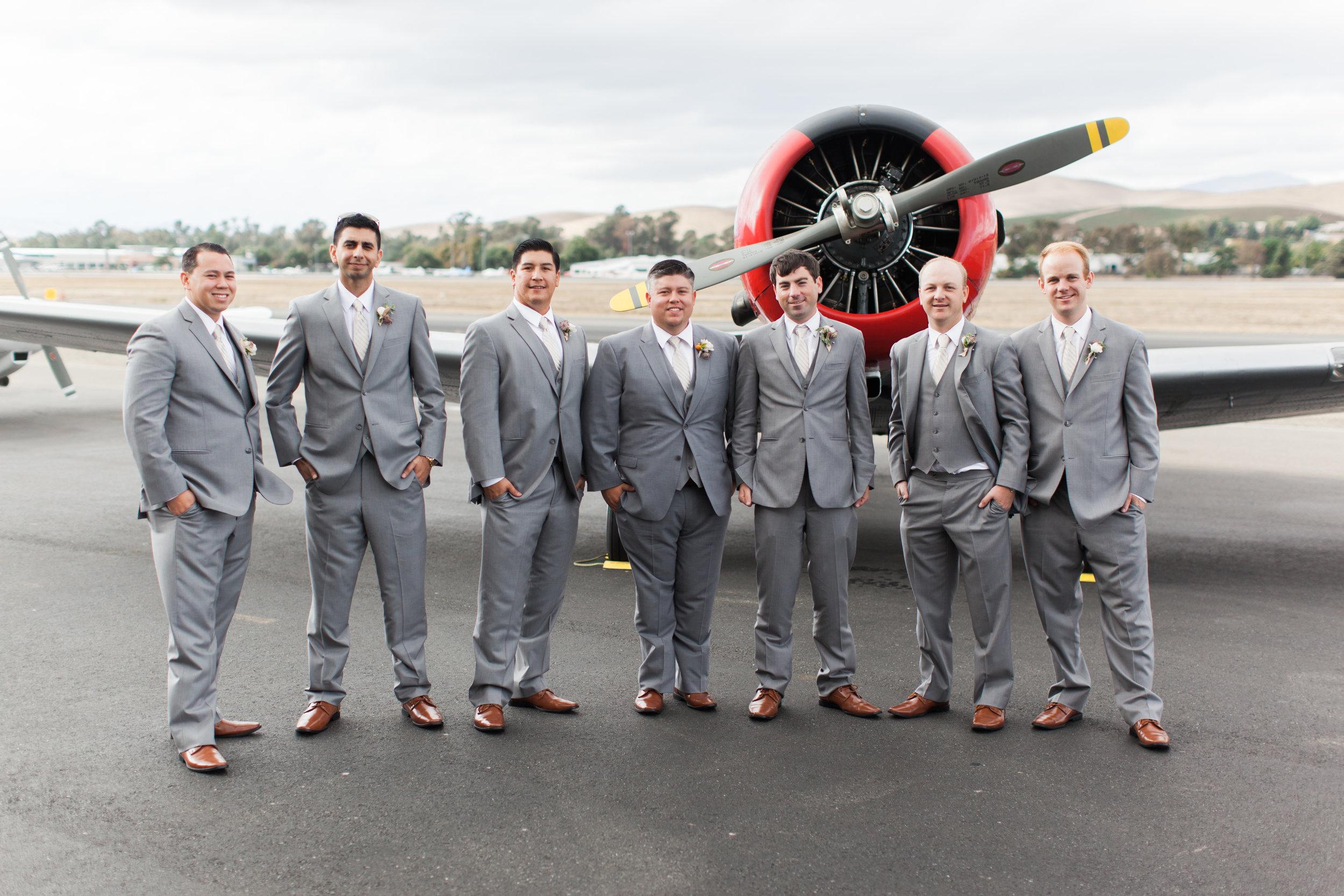 airport-hanger-wedding-at-attitude-aviation-in-livermore-20.jpg