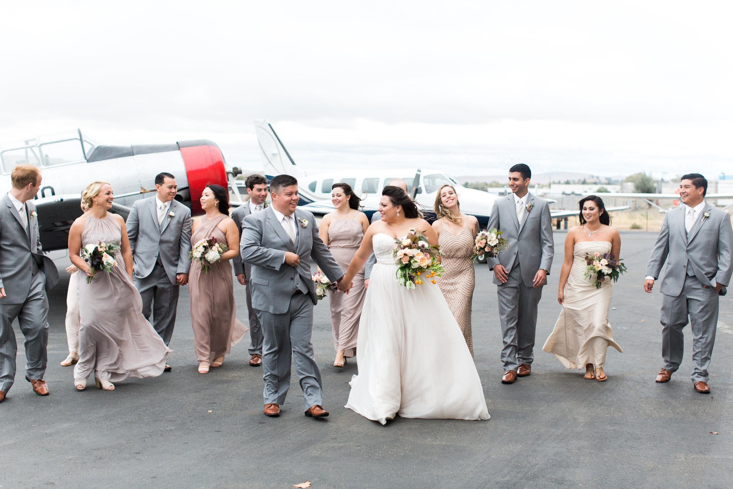 airport-hanger-wedding-at-attitude-aviation-in-livermore-73.jpg