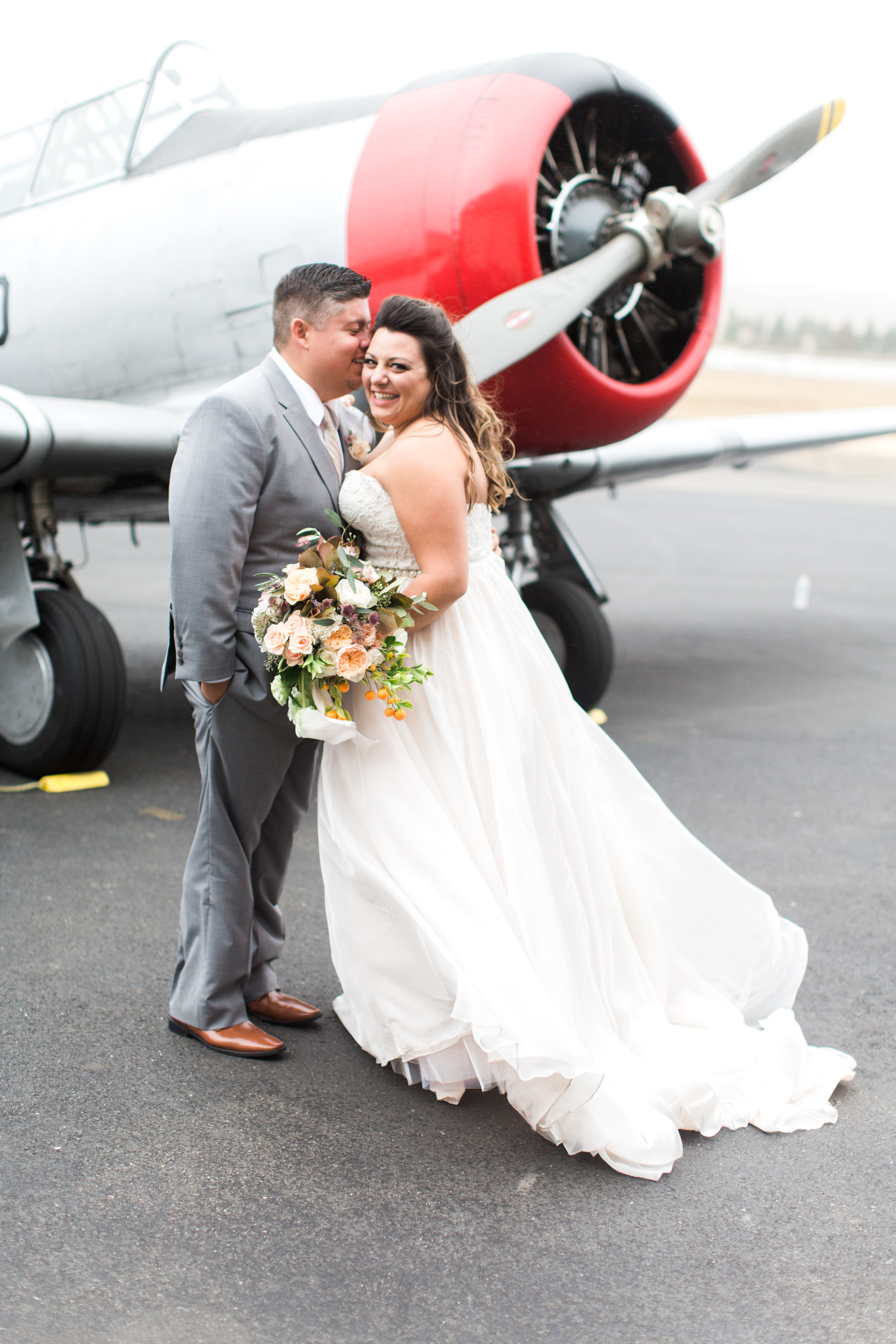 airport-hanger-wedding-at-attitude-aviation-in-livermore-77.jpg