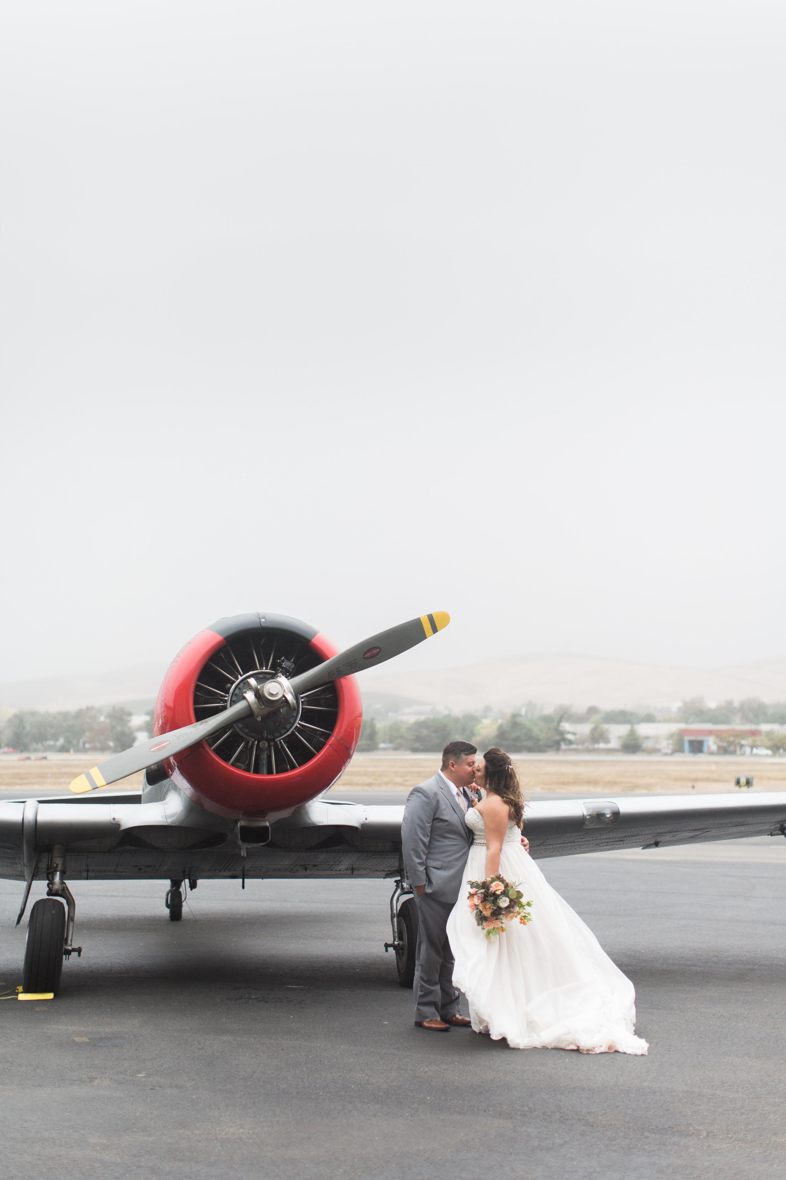 airport-hanger-wedding-at-attitude-aviation-in-livermore-79.jpg