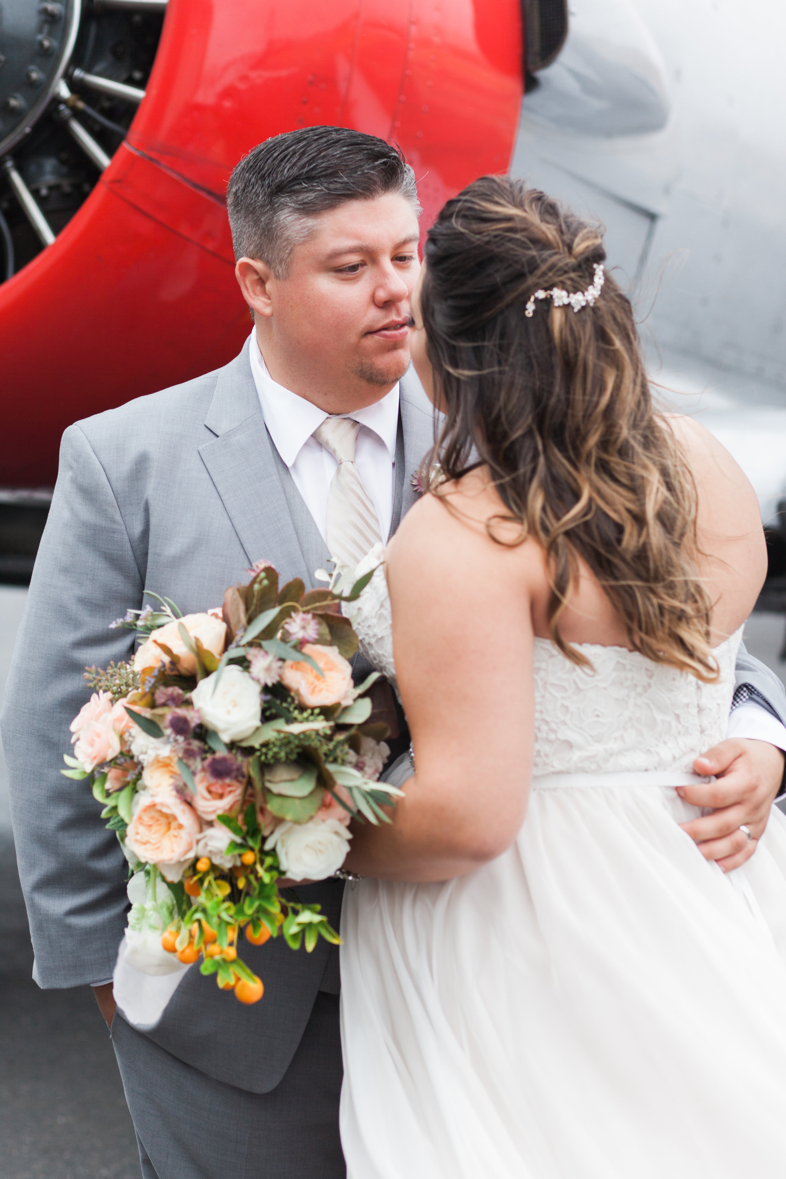 airport-hanger-wedding-at-attitude-aviation-in-livermore-80.jpg