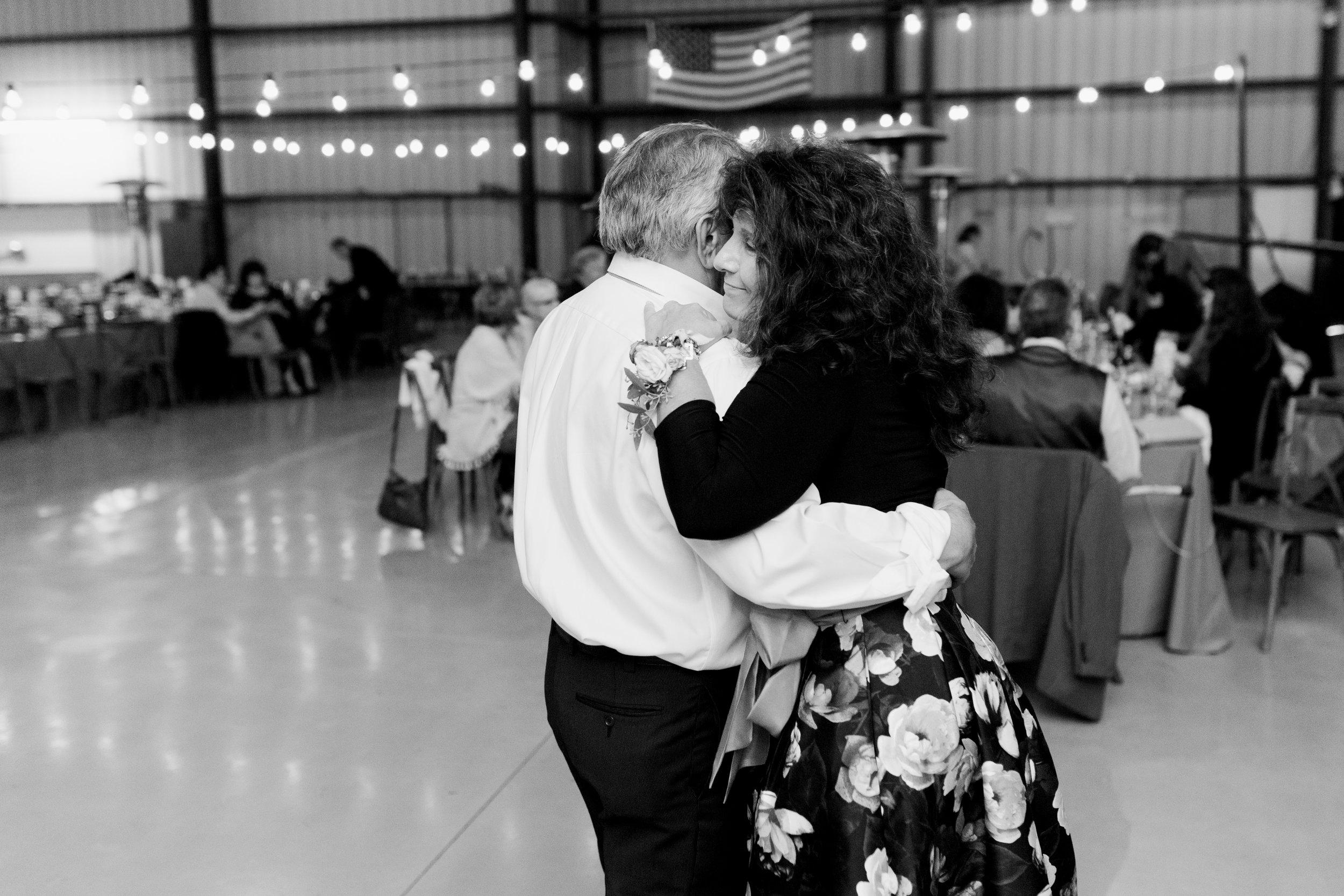 airport-hanger-wedding-at-attitude-aviation-in-livermore-131.jpg