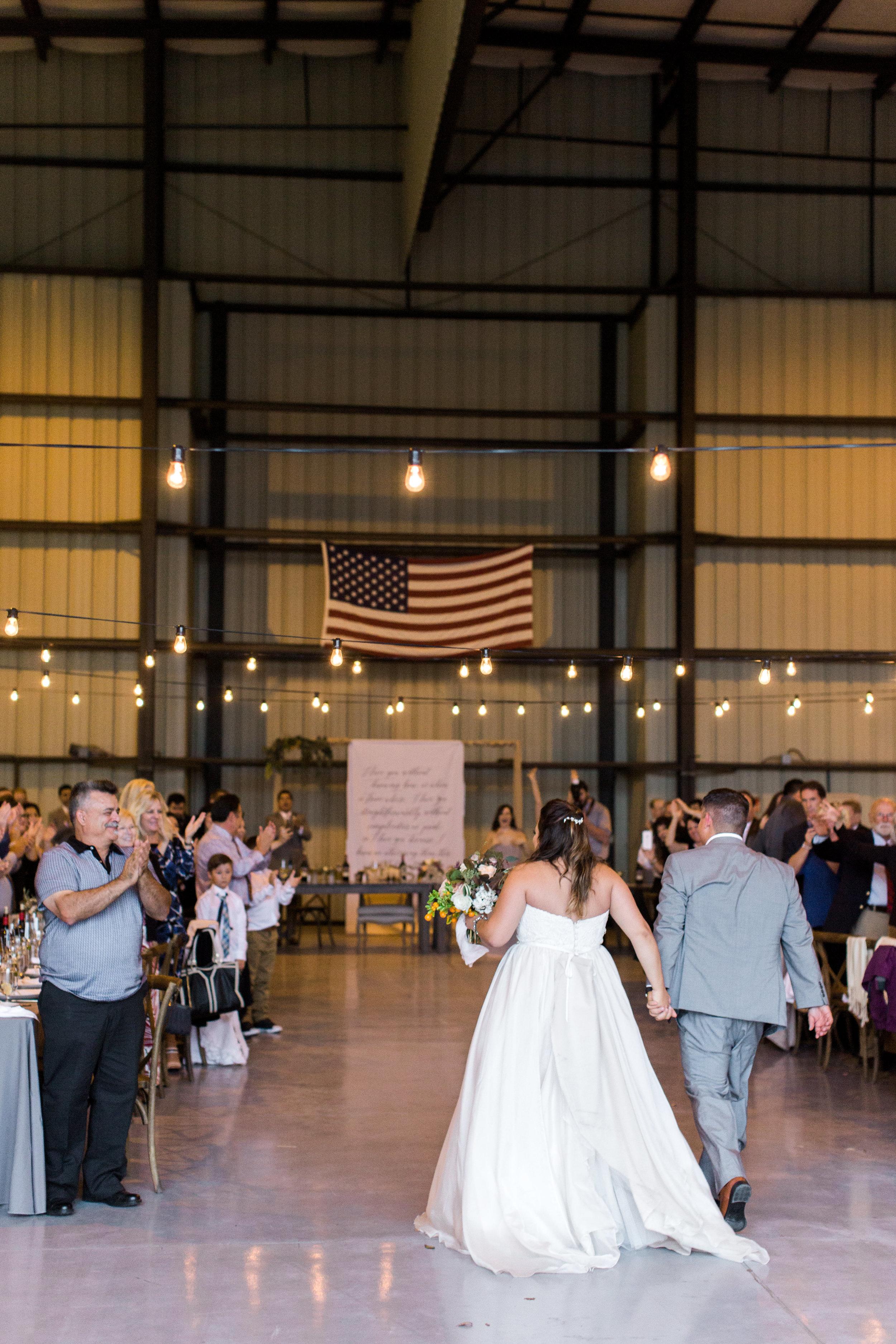 airport-hanger-wedding-at-attitude-aviation-in-livermore-101.jpg