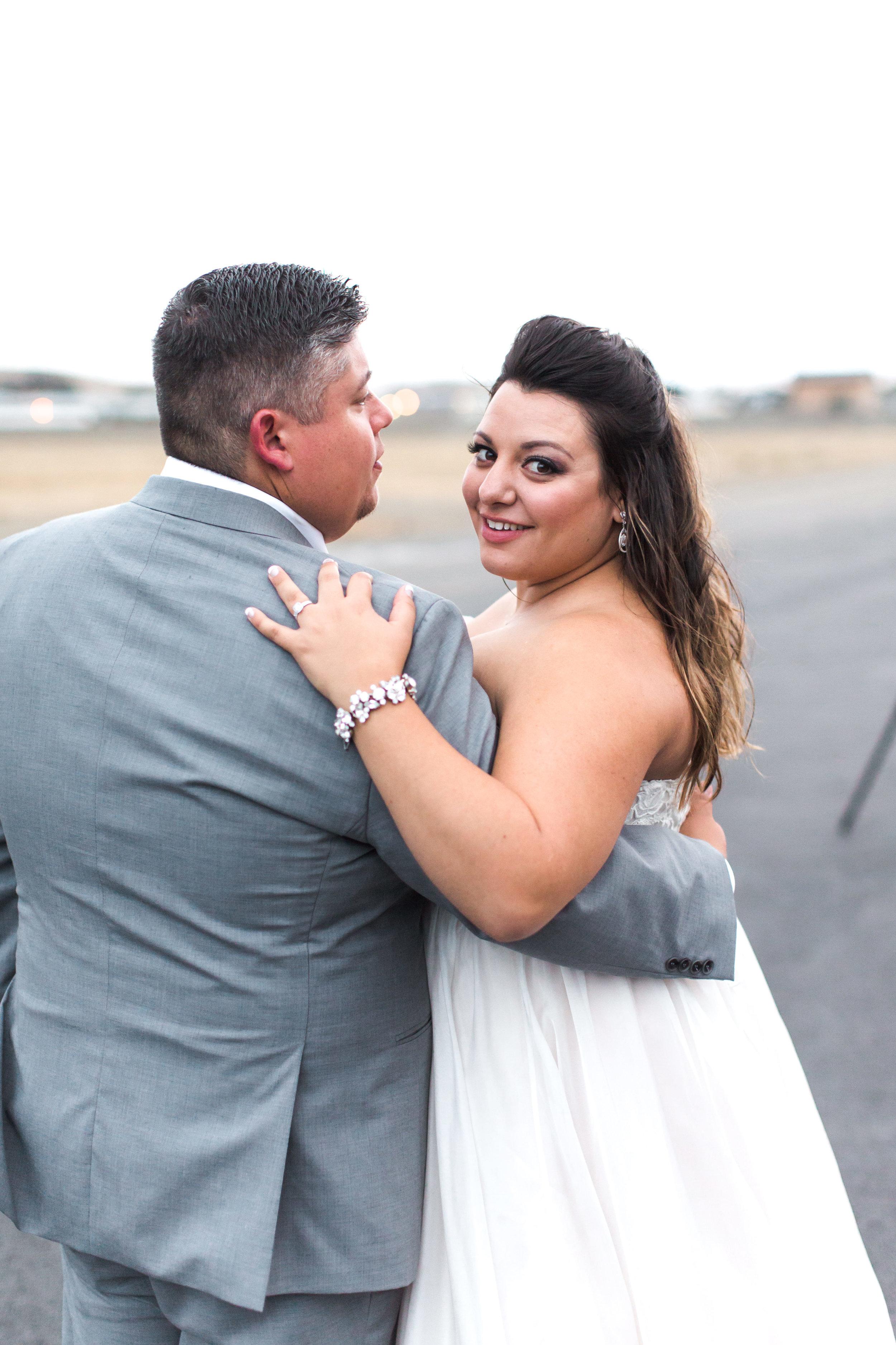 airport-hanger-wedding-at-attitude-aviation-in-livermore-107.jpg
