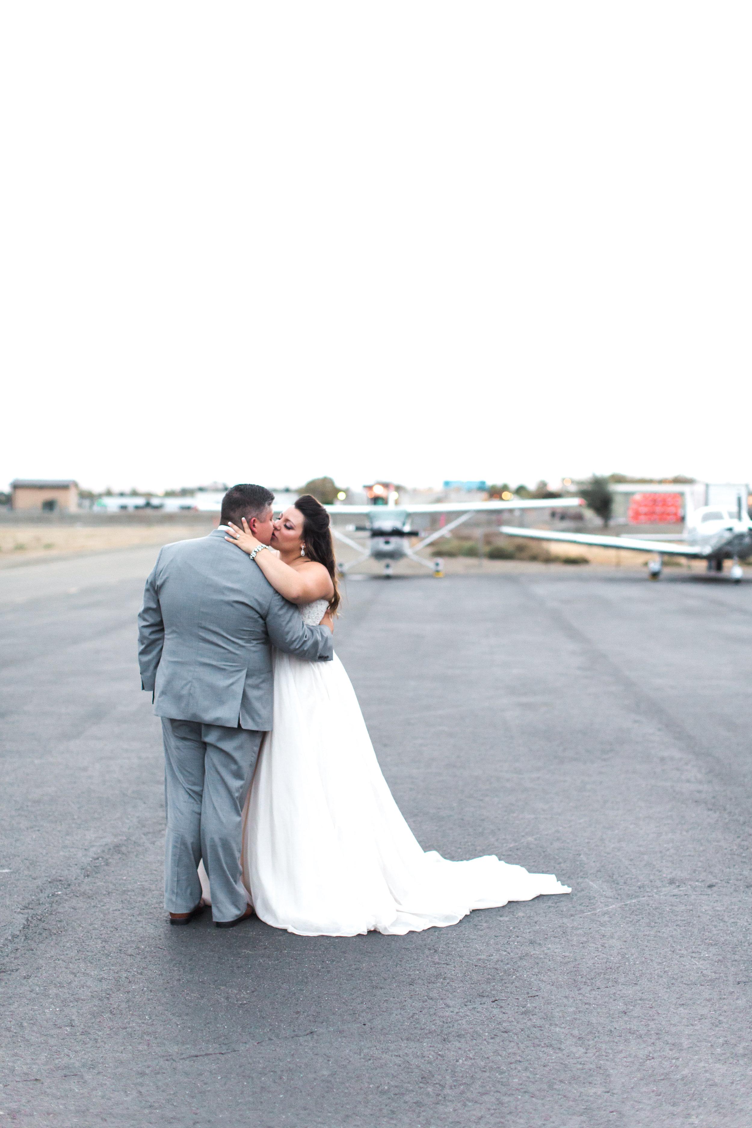 airport-hanger-wedding-at-attitude-aviation-in-livermore-109.jpg