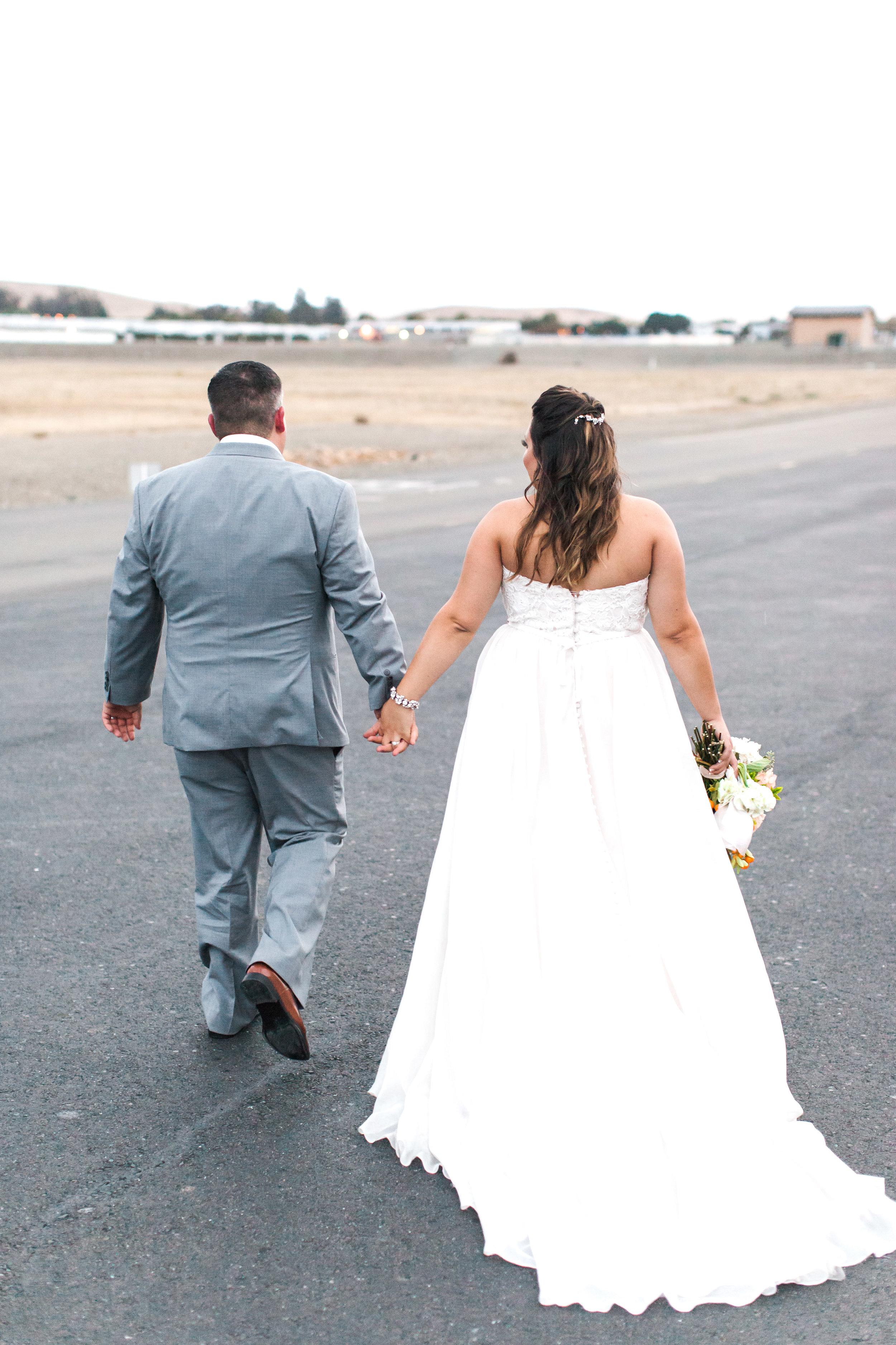 airport-hanger-wedding-at-attitude-aviation-in-livermore-113.jpg