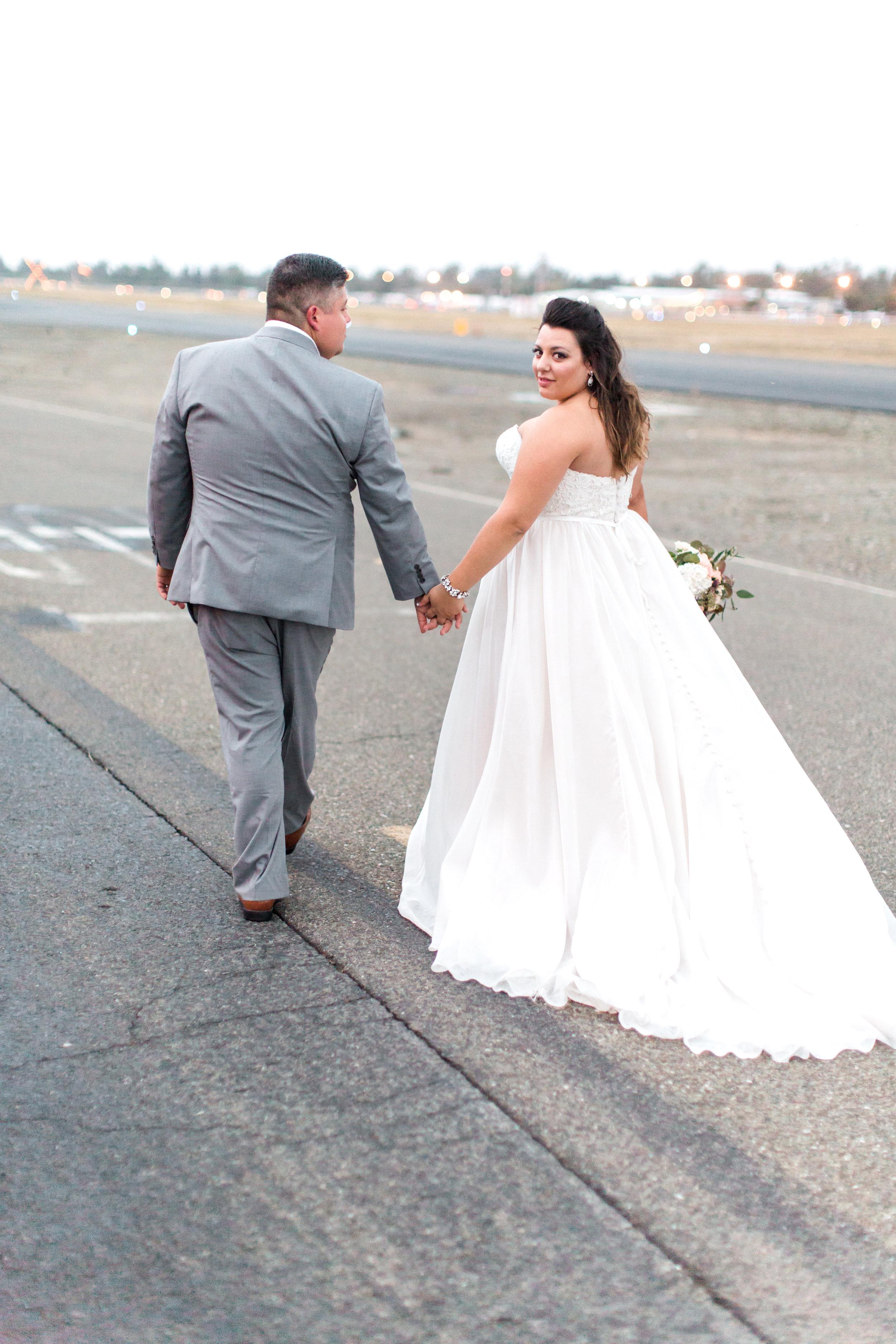 airport-hanger-wedding-at-attitude-aviation-in-livermore-116.jpg