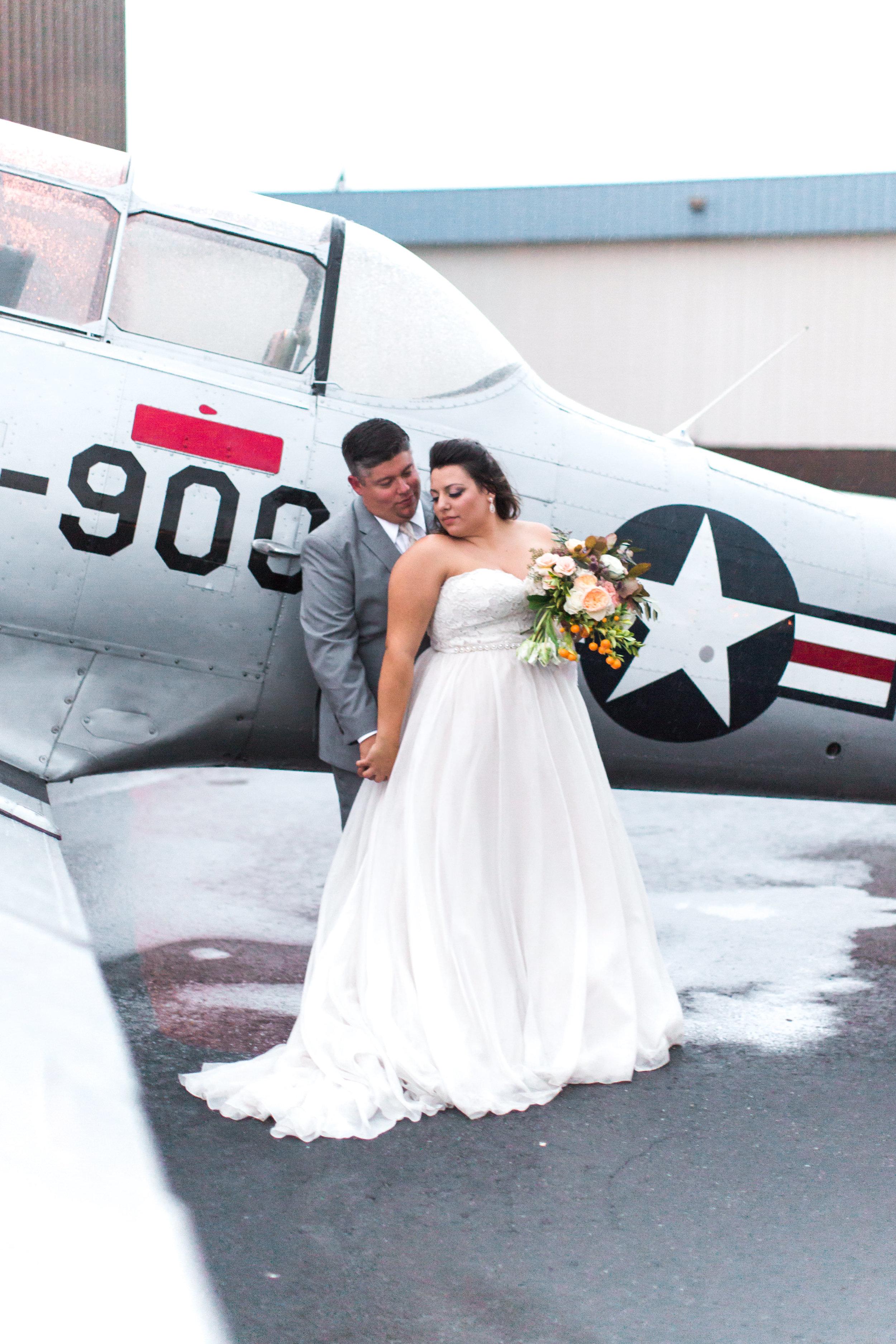 airport-hanger-wedding-at-attitude-aviation-in-livermore-119.jpg