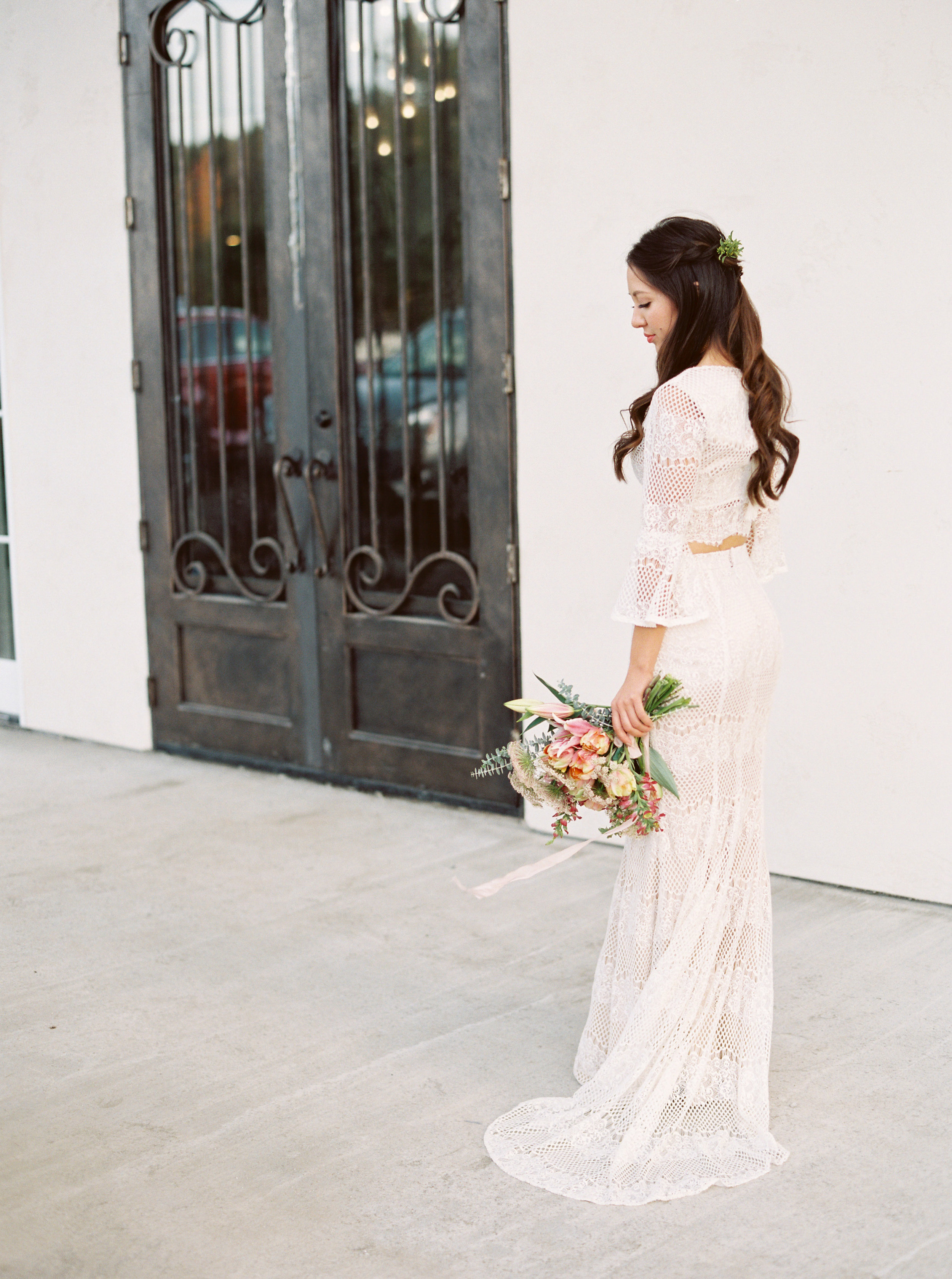 boho-inspired-wedding-at-casa-bella-in-sunol-california-27.jpg