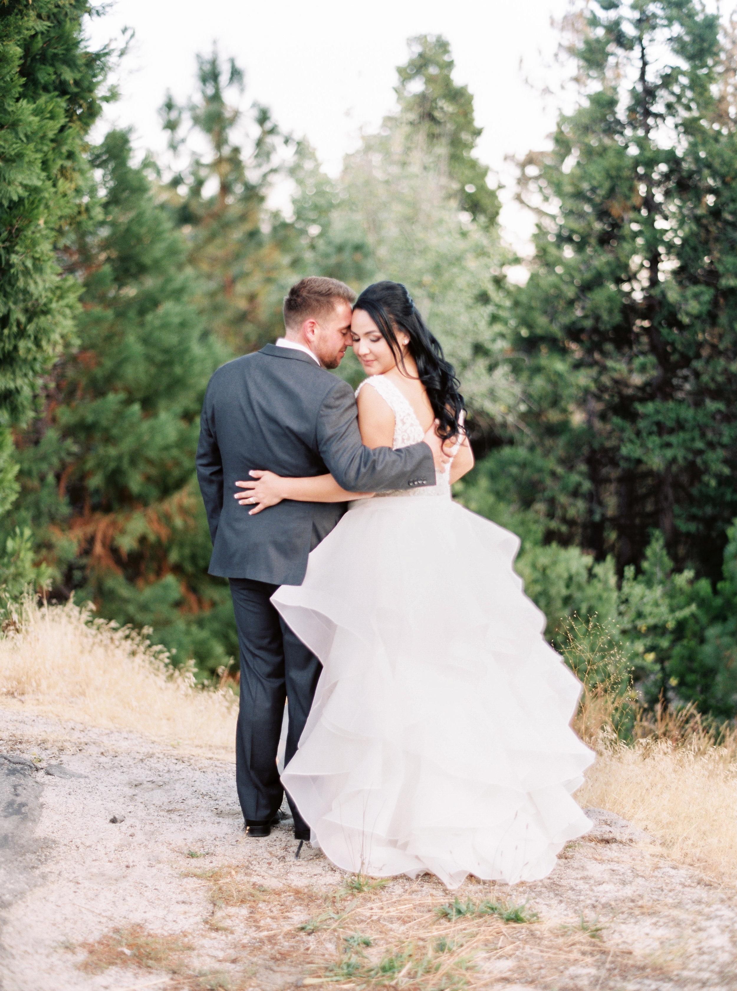 Tenaya-lodge-wedding-at-yosemite-national-park-california-10.jpg