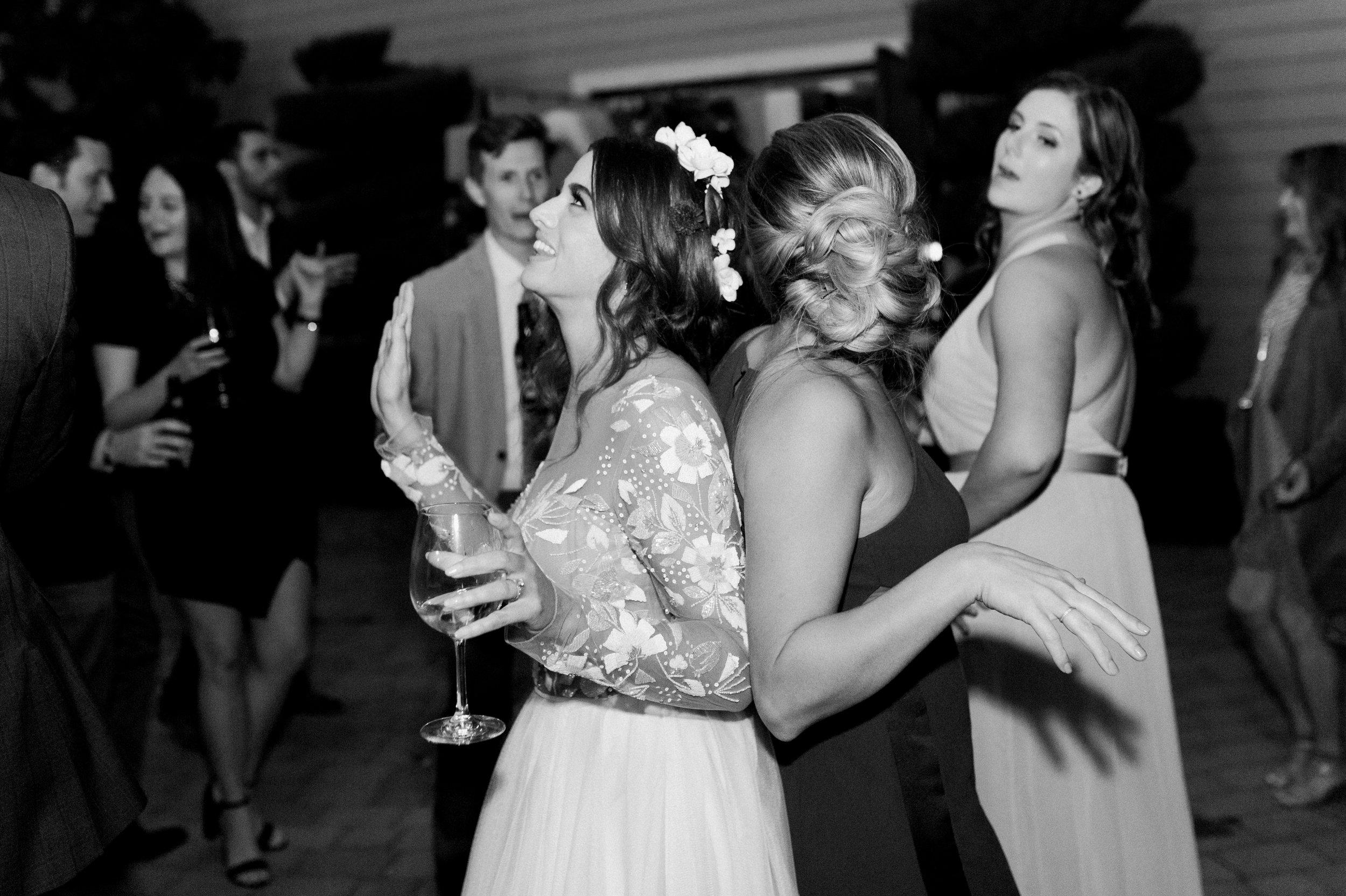 fall-inspired-wedding-at-scribner-bend-vineyards-in-sacramento-california-21.jpg