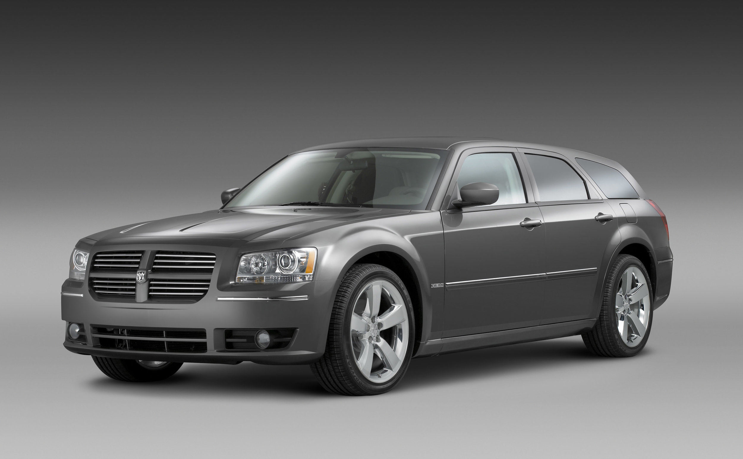 N1_2008 Dodge Magnum Photo Courtesy of Dodge.jpg