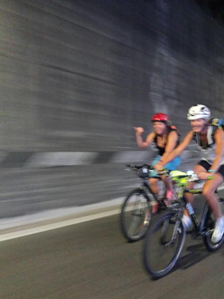 Mountainbike tunnel lake garda