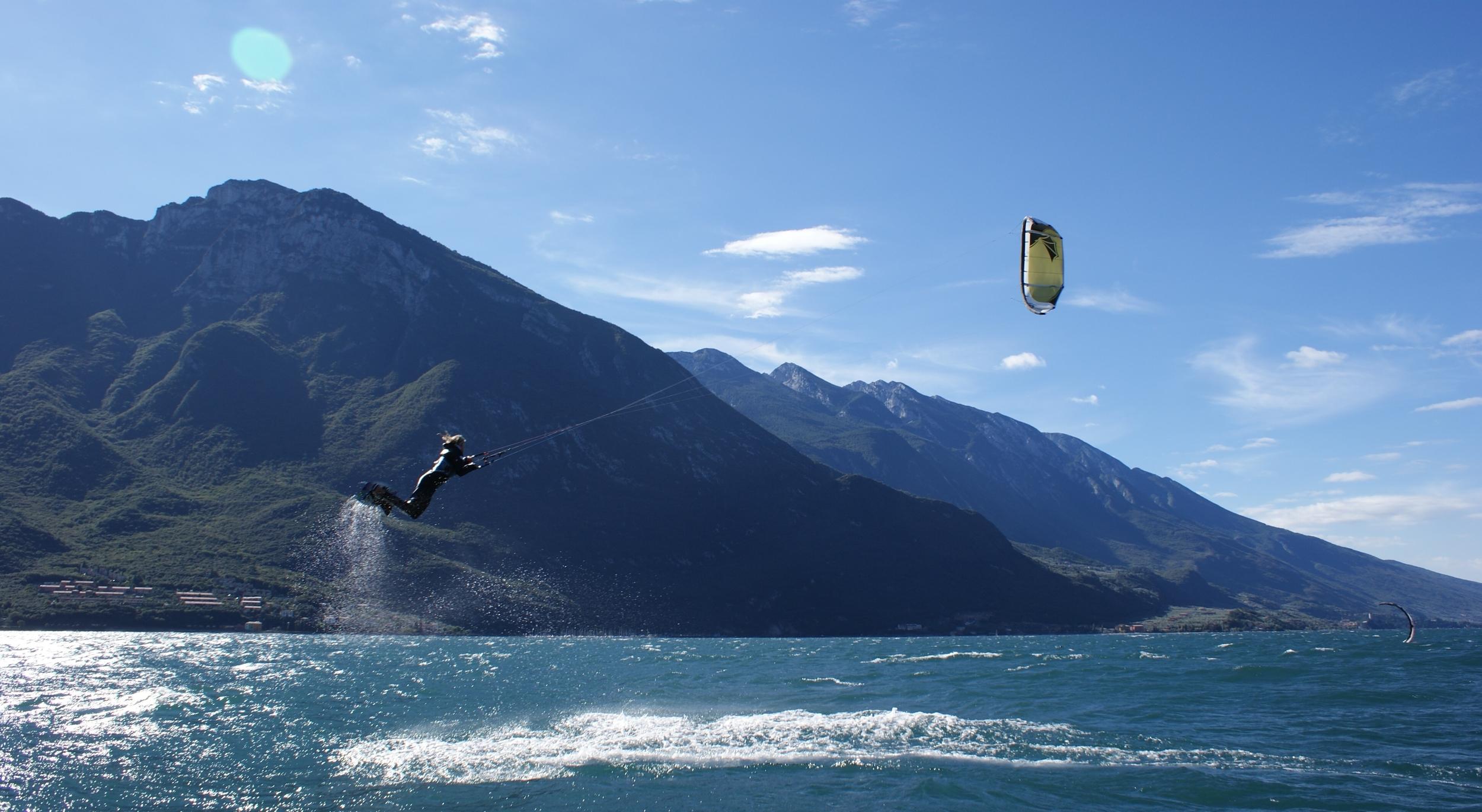Kitesurfen op het Gardameeer met Pasen.