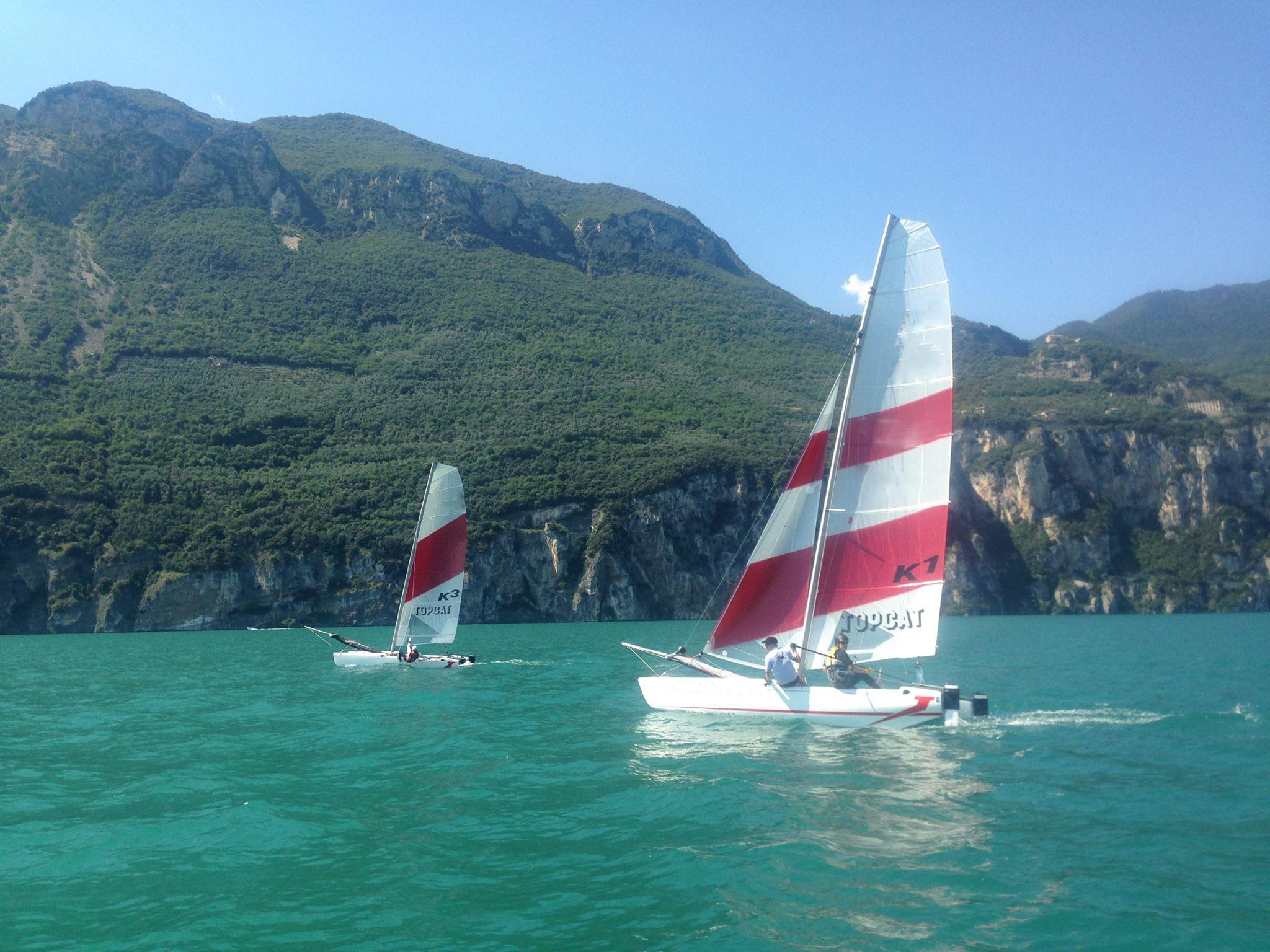 katamaran og jolle sejlads på Gardasøen