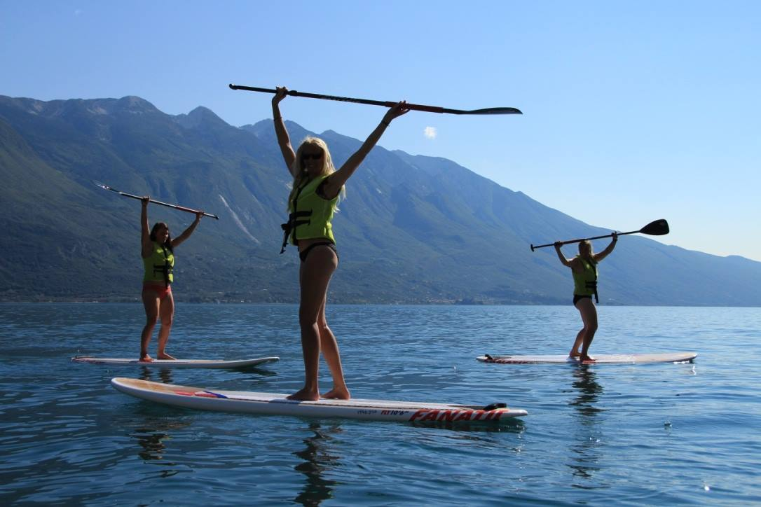SUPing in front of Limone