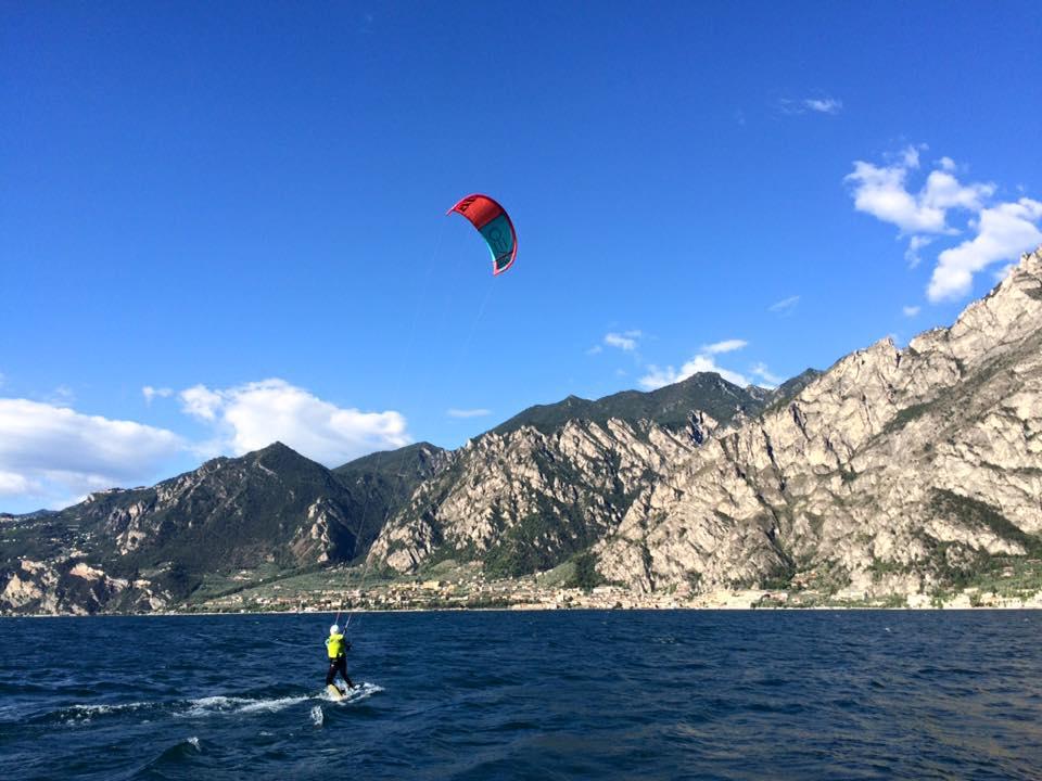 Kite surfen op het Garda meer met Limone Watersports