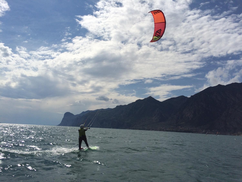 Kite surfen op het Garda meer