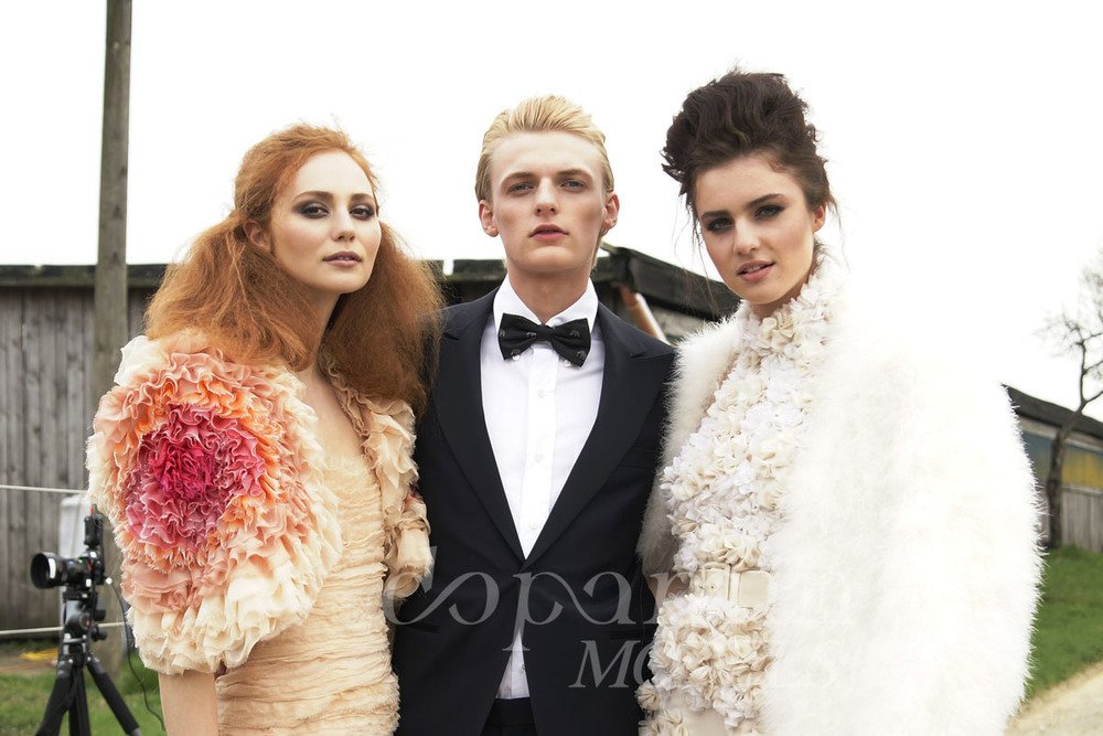 "making-of Mode-Editorial ""La Confiance"" für Dolce Vita Luxus-Magazin Kanada, Models: Flemming, Zazoe & Melanie"
