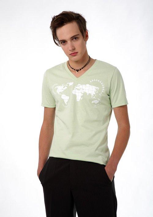 """DOPAMIN stockholm World Map T-shirt, T-Shirt mit Weltkarte, Model: Laurids                      Normal    0          21          false    false    false       DE    X-NONE    X-NONE                                                                                                                                                                                                                                                                                                                                                                                                                                                                                                                                                                                                                                                                                                                                                                                                                                                                                                                                                                                                                                                                                                                                                                                                                                                                  /* Style Definitions */  table.MsoNormalTable {mso-style-name:""""Normale Tabelle""""; mso-tstyle-rowband-size:0; mso-tstyle-colband-size:0; mso-style-noshow:yes; mso-style-priority:99; mso-style-parent:""""""""; mso-padding-alt:0cm 5.4pt 0cm 5.4pt; mso-para-margin-top:0cm; mso-para-margin-right:0cm; mso-para-margin-bottom:8.0pt; mso-para-margin-left:0cm; line-height:107%; mso-pagination:widow-orphan; font-size:11.0pt; font-family:""""Calibri"""",sans-serif; mso-ascii-font-family:Calibri; mso-ascii-theme-font:minor-latin; mso-hansi-font-family:Calibri; mso-hansi-theme-font:minor-latin; mso-bidi-font-family:""""Time"""