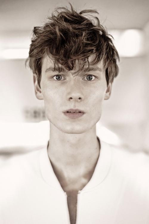 Helge @ DOPAMIN MODELS Düsseldorf Modelagentur – Men Moments Magazine by Claudius Holzmann