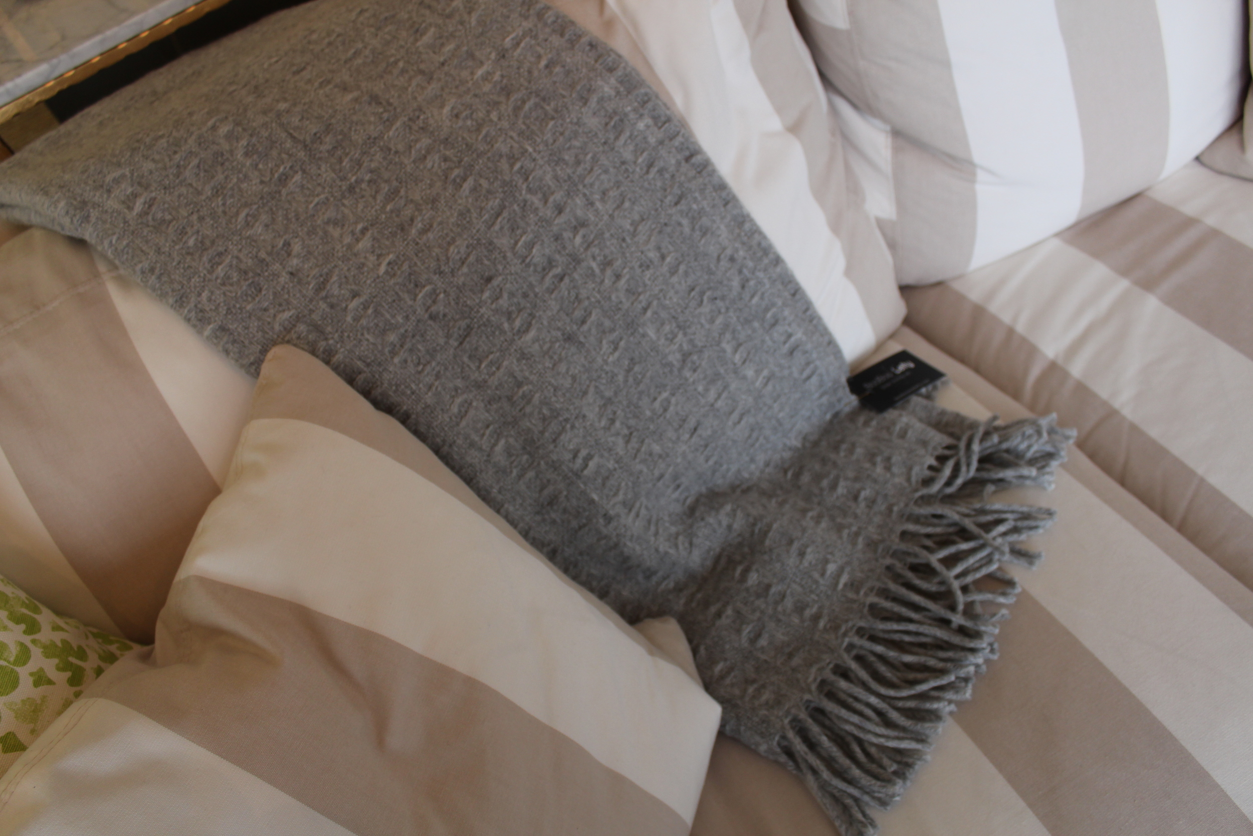 GREY TEXTURED THROW WITH FRINGE