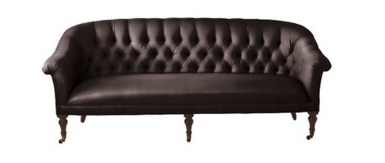 Change the color and you change the piece completely. This traditional tufted sofa looks original and fresh.