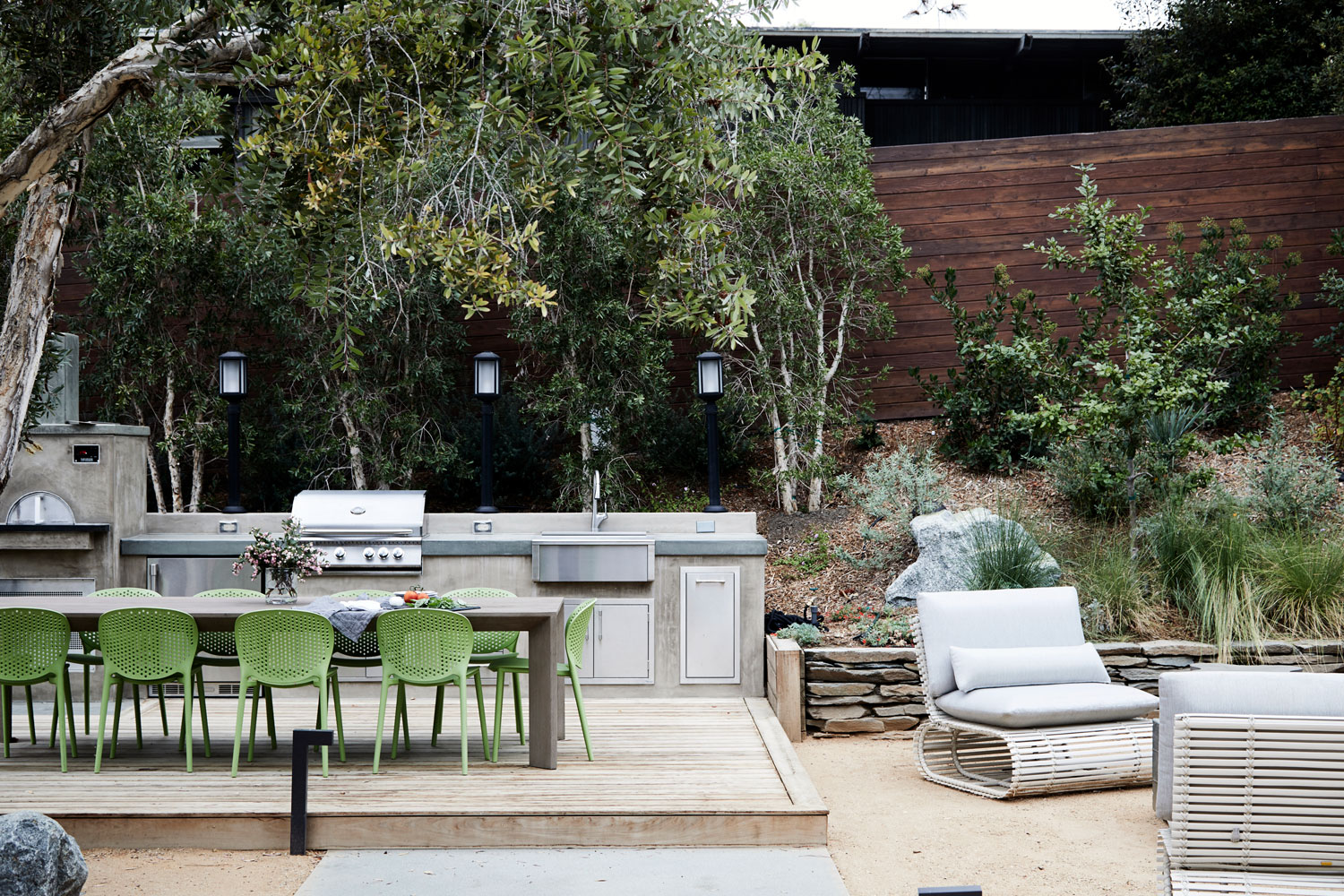 Against the brilliant landscape design of Helen Hartung, we created a generous outdoor kitchen with a pizza oven.