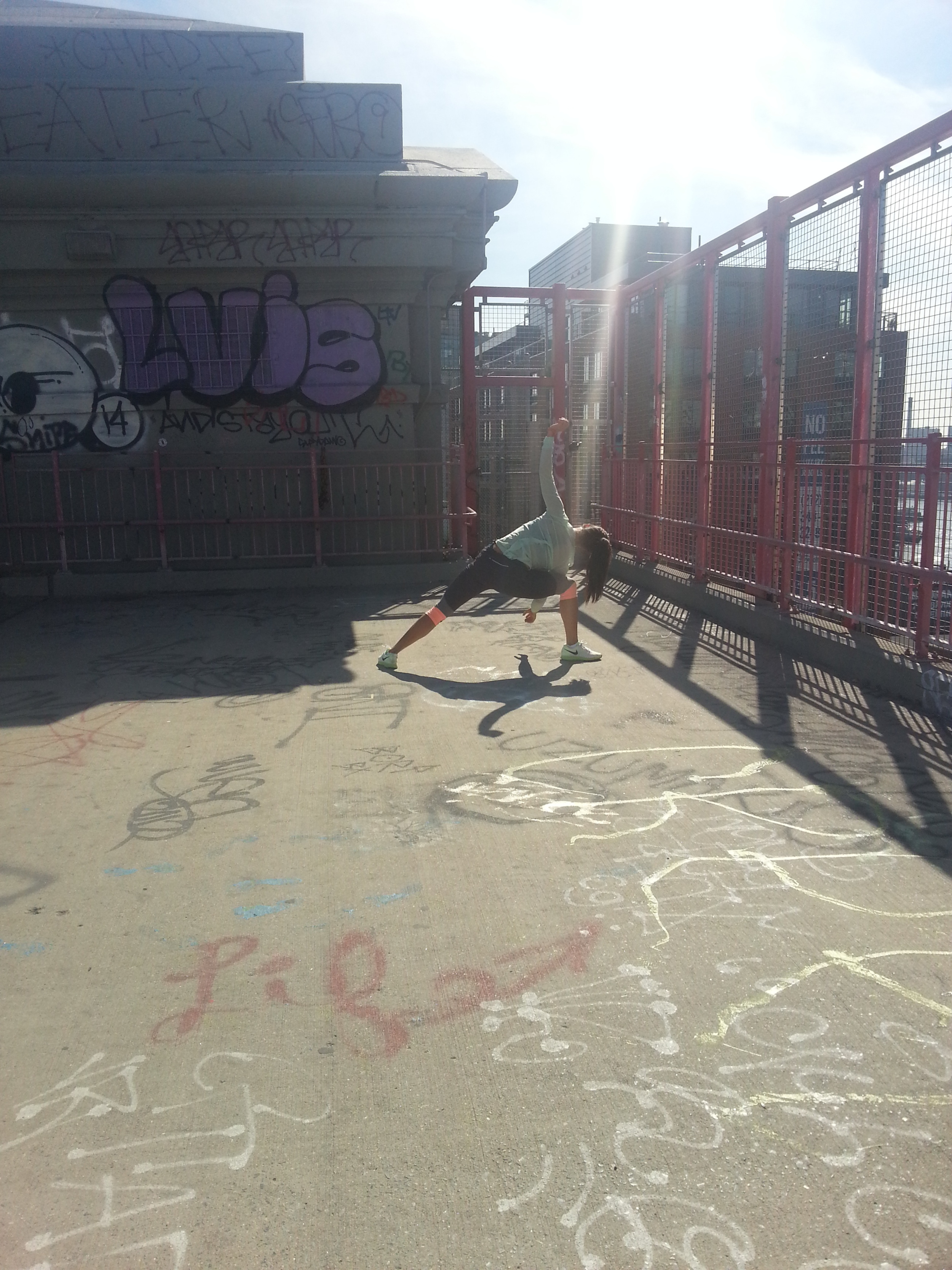 """""""Look what I can do when there are no tourists around!""""Impromptu yoga session on the span of the Williamsburg Bridge"""