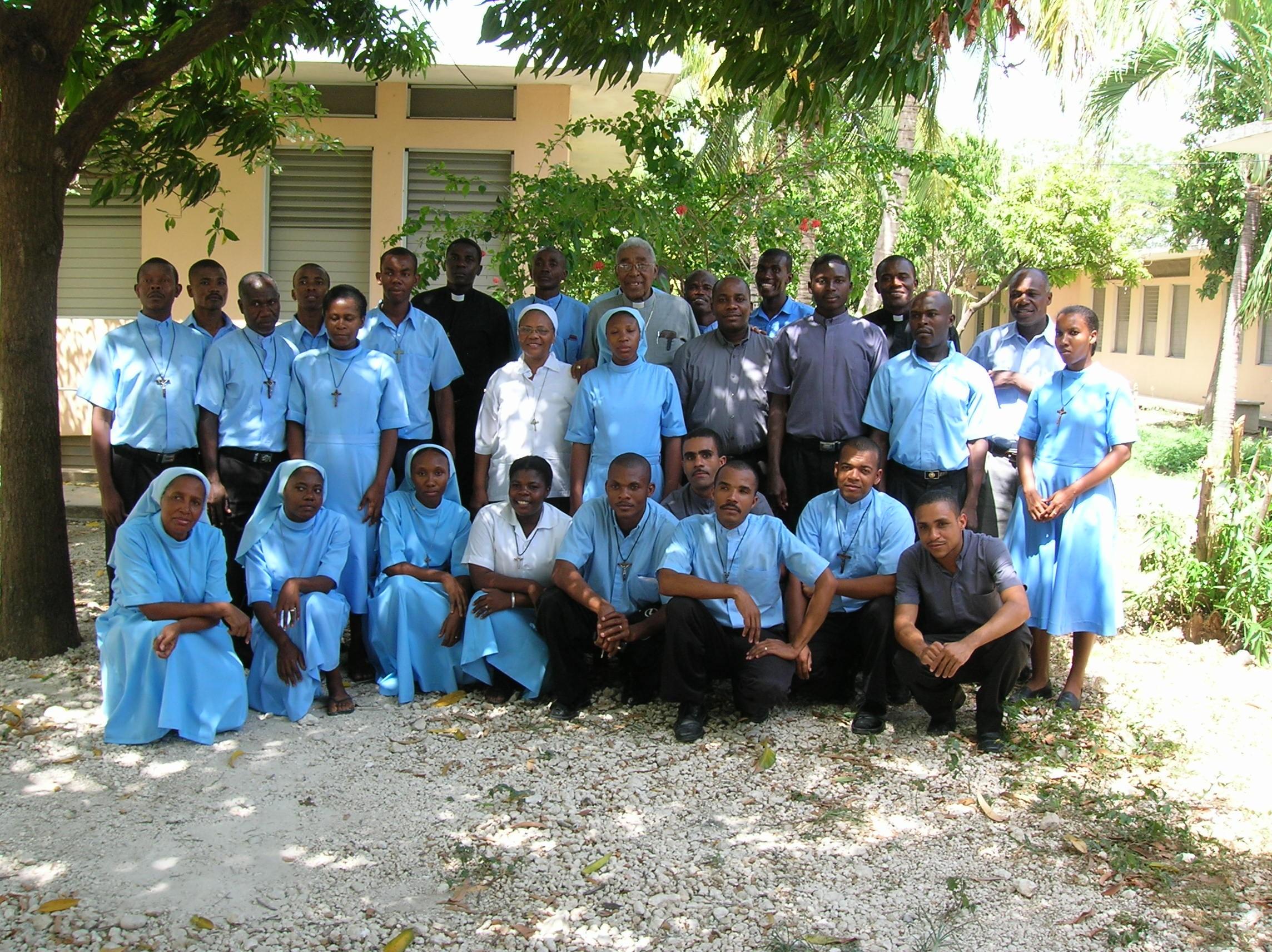 SrLuviaTeam-Haiti.jpg